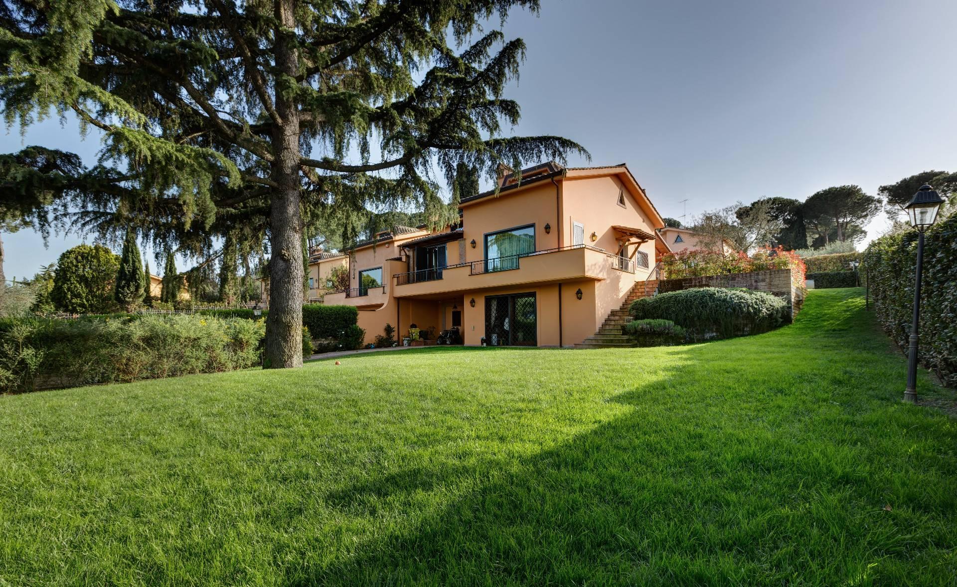 Villa in vendita a Sacrofano, 10 locali, prezzo € 820.000 | Cambio Casa.it
