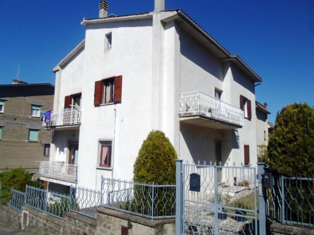 Appartamento in vendita a Montefiascone, 3 locali, prezzo € 150.000 | Cambio Casa.it