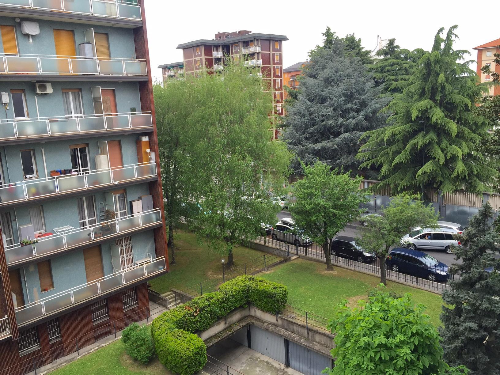 Bilocale Milano Via Delle Azalee 4