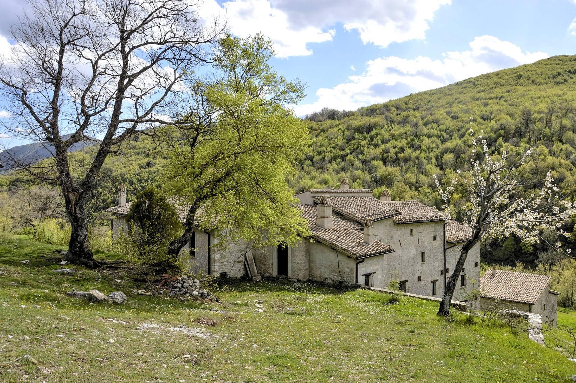 Villa in vendita a Spoleto, 24 locali, prezzo € 1.250.000 | CambioCasa.it