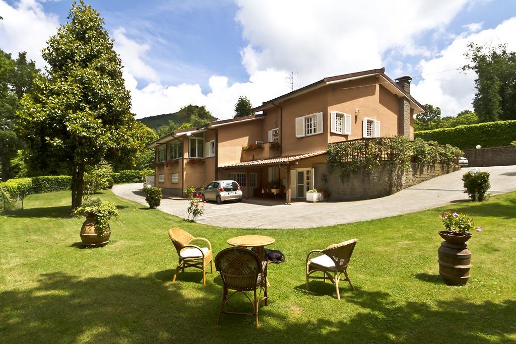 Villa in vendita a Viterbo, 9 locali, zona Zona: Semicentro, prezzo € 520.000 | Cambio Casa.it