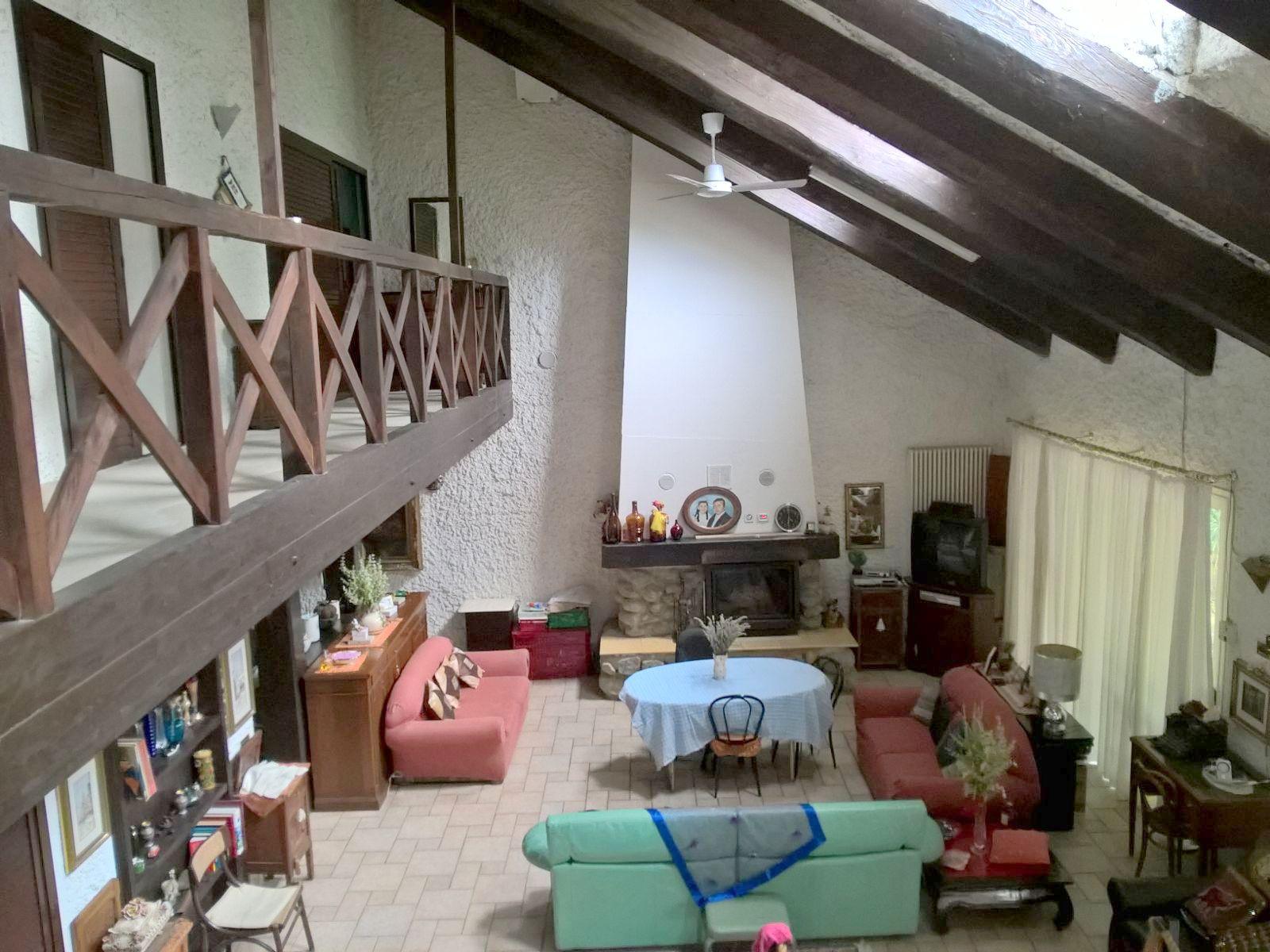 Villa in vendita a Saludecio, 5 locali, prezzo € 400.000 | CambioCasa.it