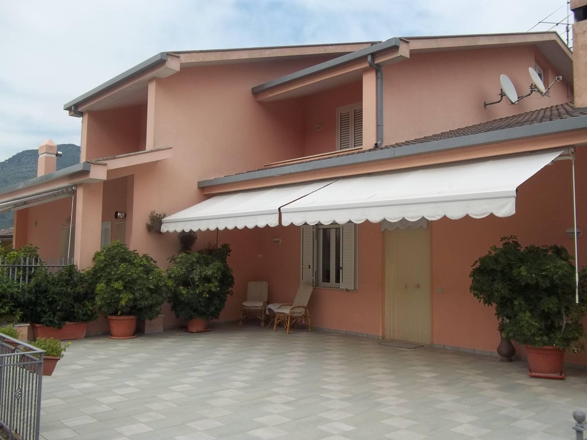 Soluzione Indipendente in vendita a Monte San Biagio, 8 locali, zona Zona: Vallemarina, prezzo € 310.000   CambioCasa.it