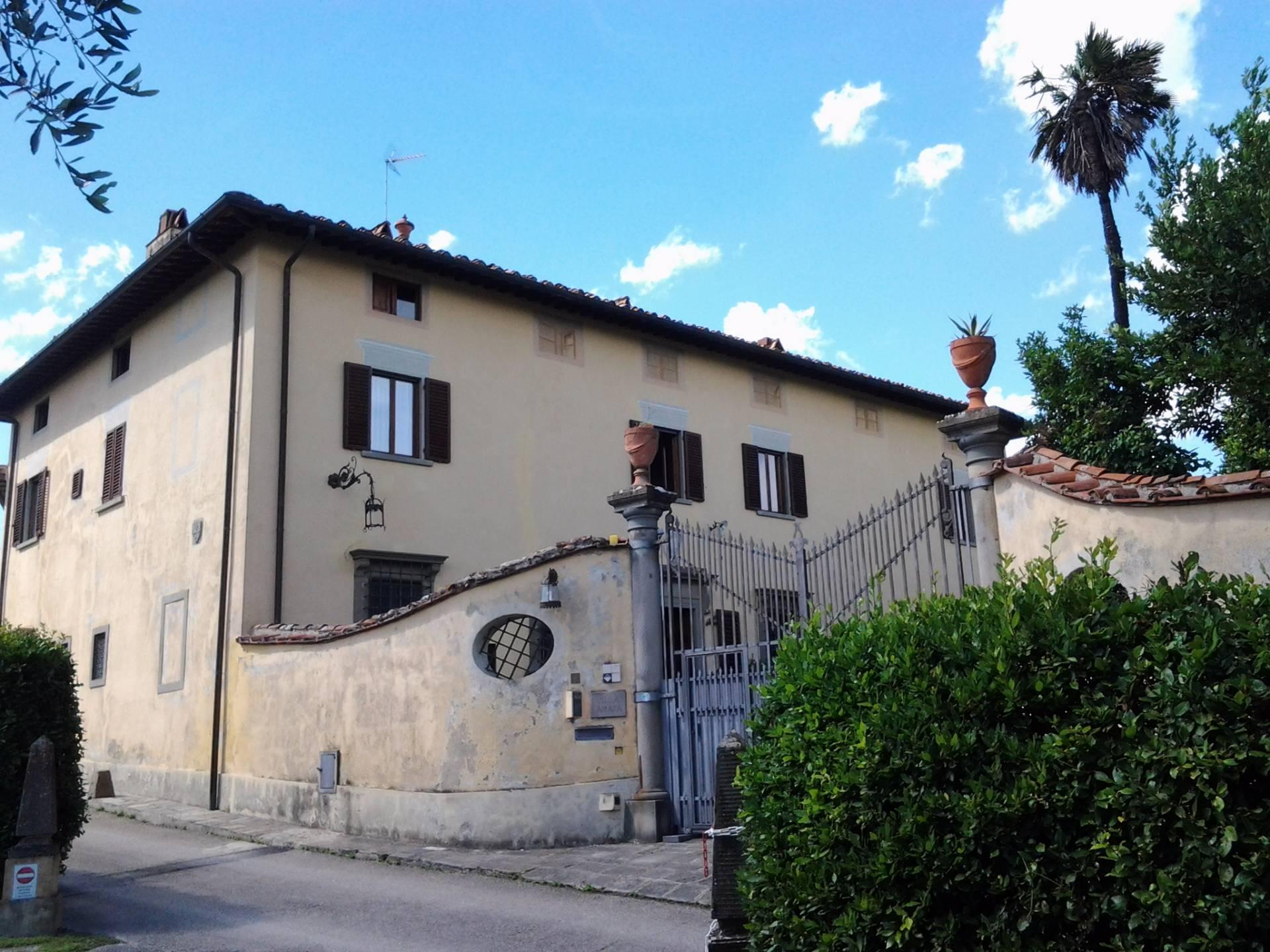 Villa in vendita a Poggio a Caiano, 20 locali, prezzo € 1.800.000   CambioCasa.it