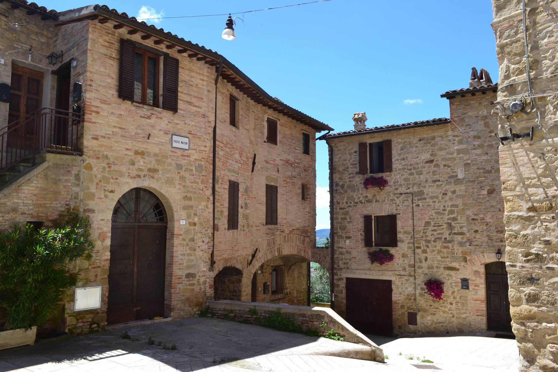 Appartamento in vendita a Gualdo Cattaneo, 4 locali, prezzo € 95.000 | Cambio Casa.it