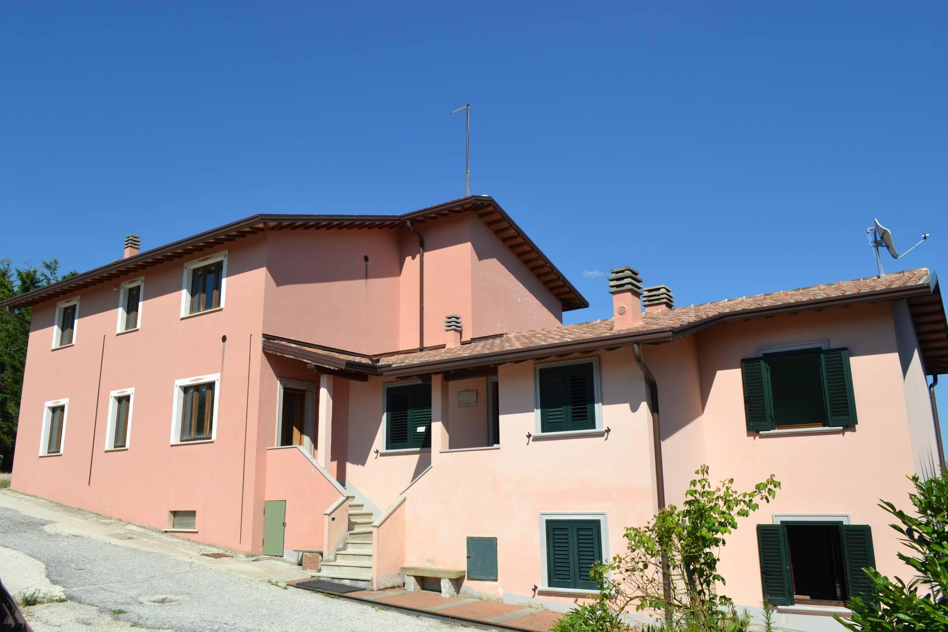 Rustico / Casale in vendita a Gualdo Tadino, 8 locali, prezzo € 175.000 | Cambio Casa.it