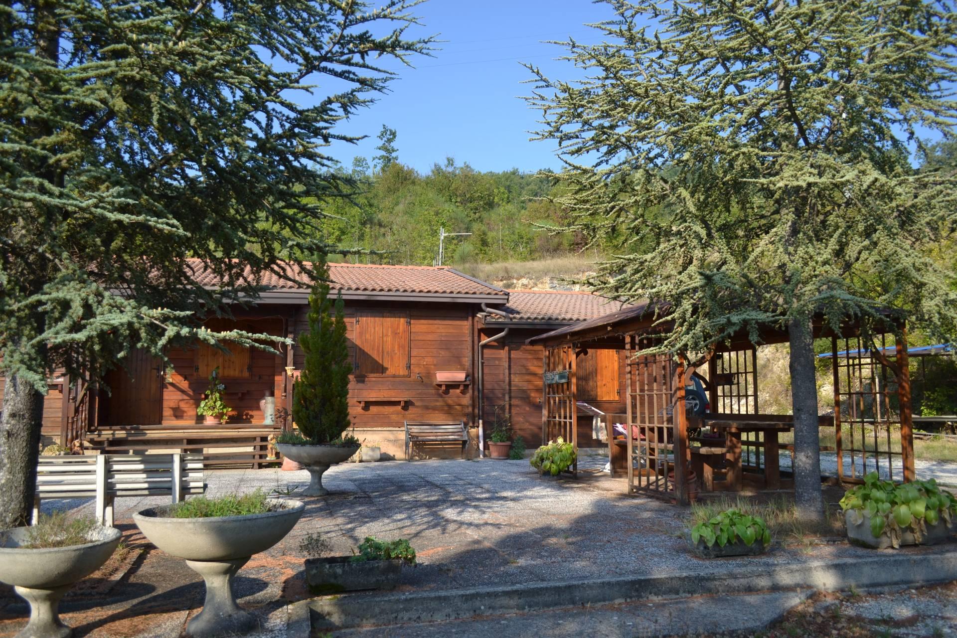 Soluzione Indipendente in vendita a Sellano, 7 locali, zona Zona: Villamaggina, prezzo € 75.000 | Cambio Casa.it