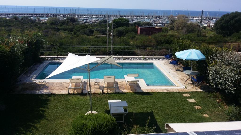 Villa in vendita a Civitavecchia, 7 locali, prezzo € 800.000 | CambioCasa.it