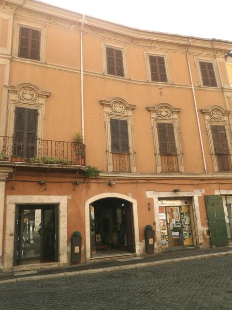 Palazzo / Stabile in Vendita a Civita Castellana