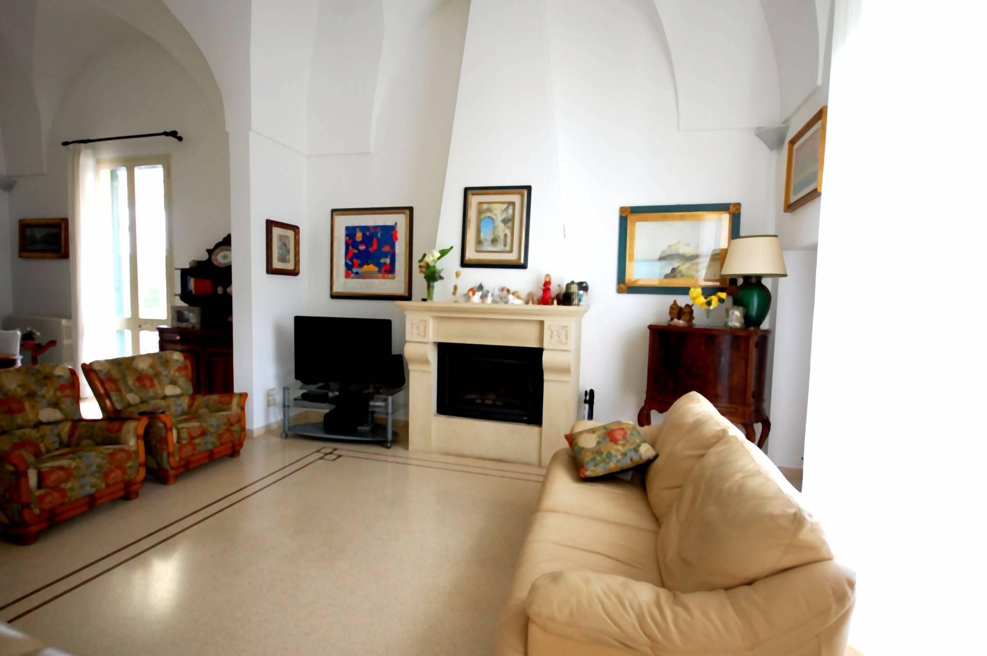 Villa in vendita a Galatina, 8 locali, prezzo € 890.000 | CambioCasa.it