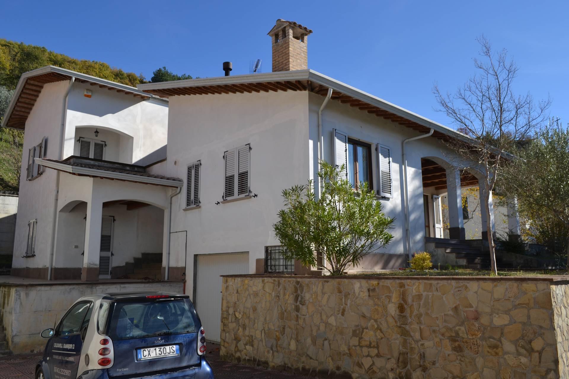 Villa in vendita a Nocera Umbra, 10 locali, prezzo € 280.000 | Cambio Casa.it