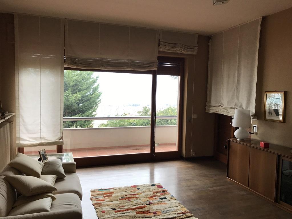 Villa in vendita a Montesilvano, 18 locali, prezzo € 350.000 | Cambio Casa.it