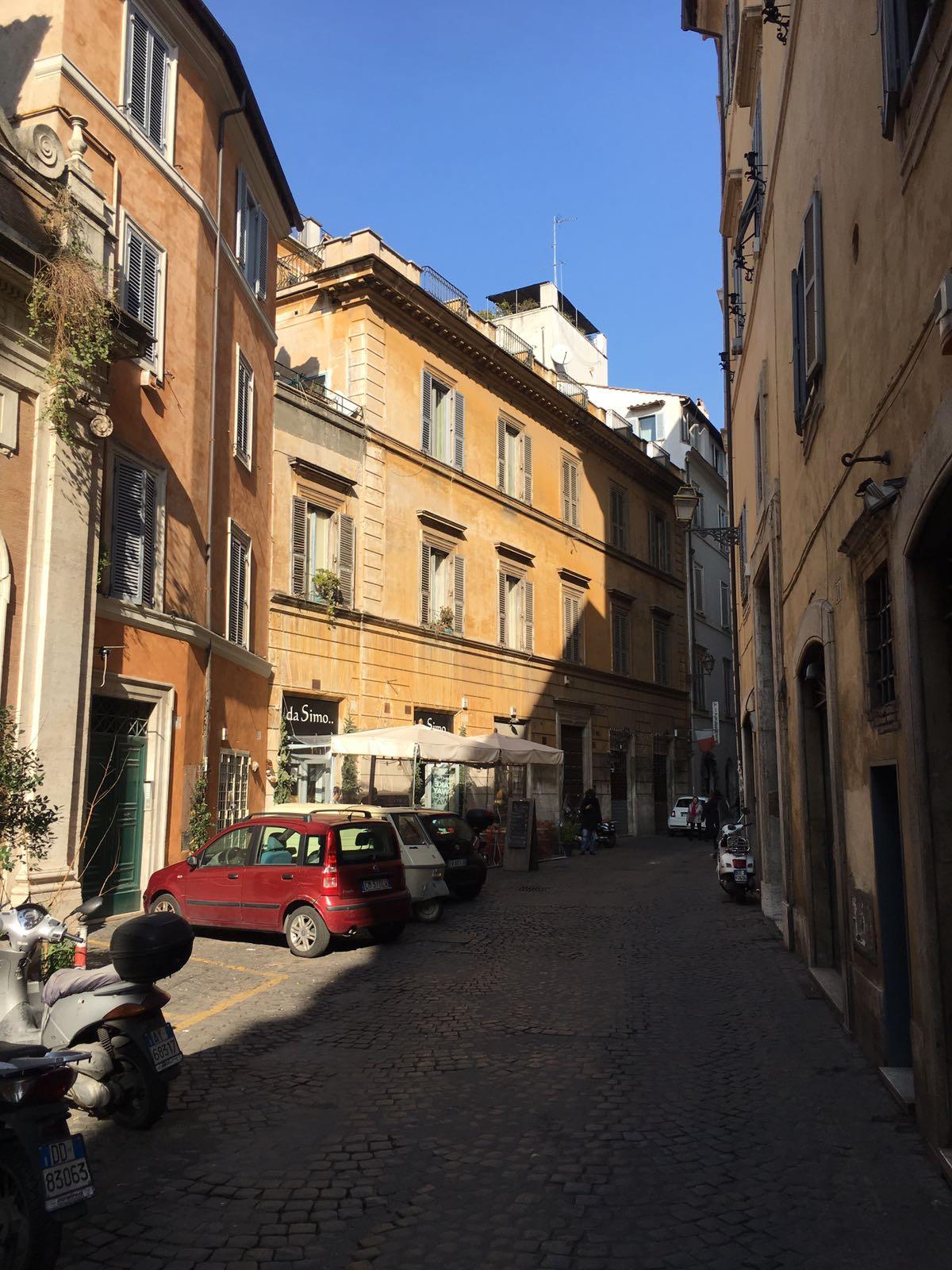 Cbi072 ex662 negozio in affitto a roma centro storico for Locali commerciali roma centro affitto