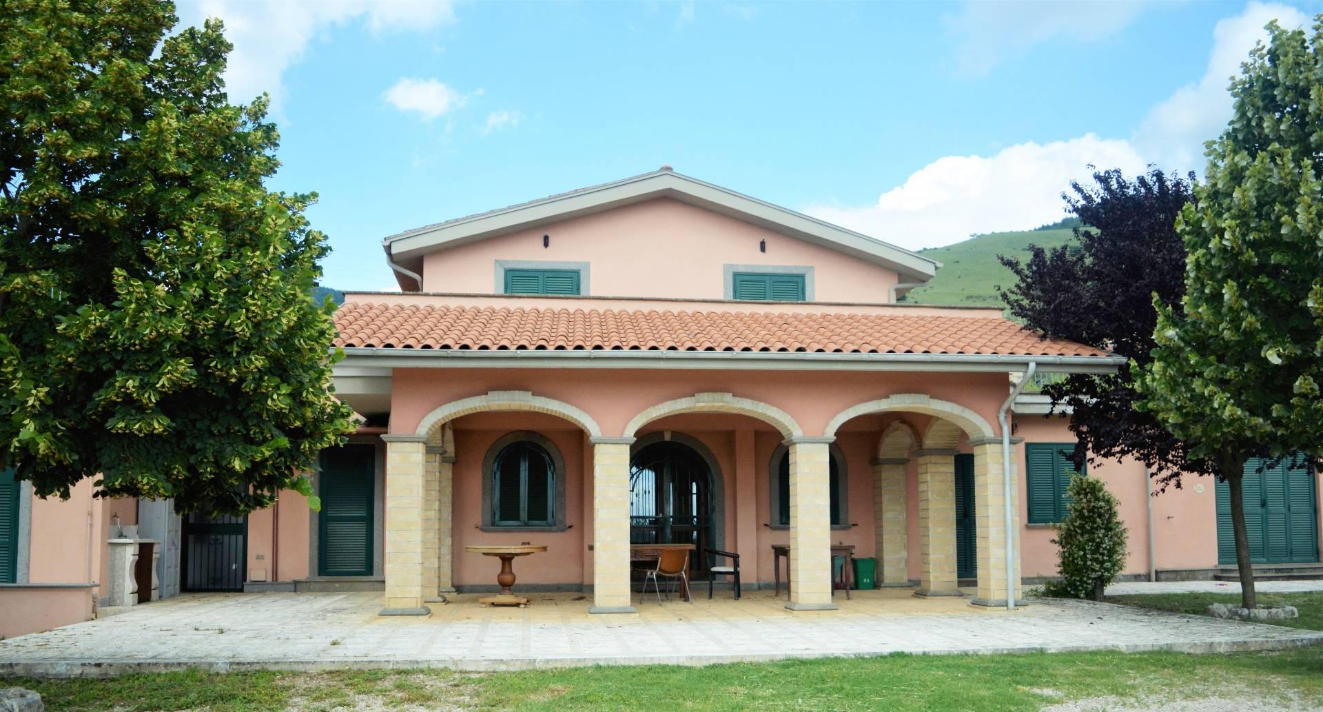 Rustico / Casale in vendita a Piglio, 18 locali, prezzo € 590.000 | CambioCasa.it