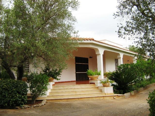 Villa in vendita a Ostuni, 7 locali, prezzo € 210.000 | CambioCasa.it