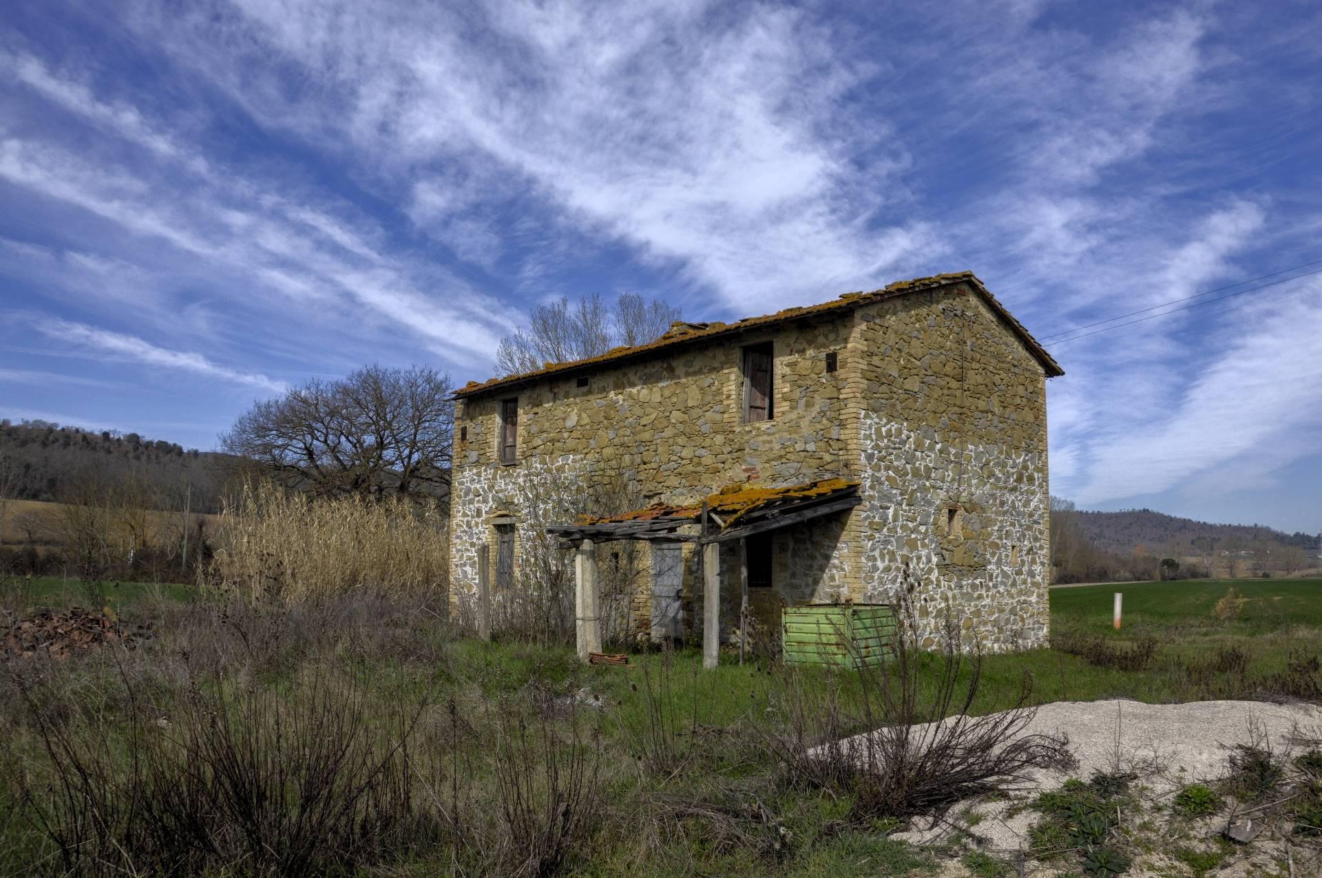 Rustico / Casale in vendita a Perugia, 6 locali, zona Zona: Mugnano, prezzo € 80.000   CambioCasa.it