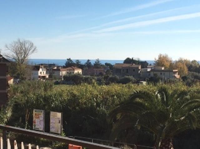 Appartamento in vendita a Minturno, 4 locali, zona Zona: Scauri, prezzo € 160.000 | CambioCasa.it