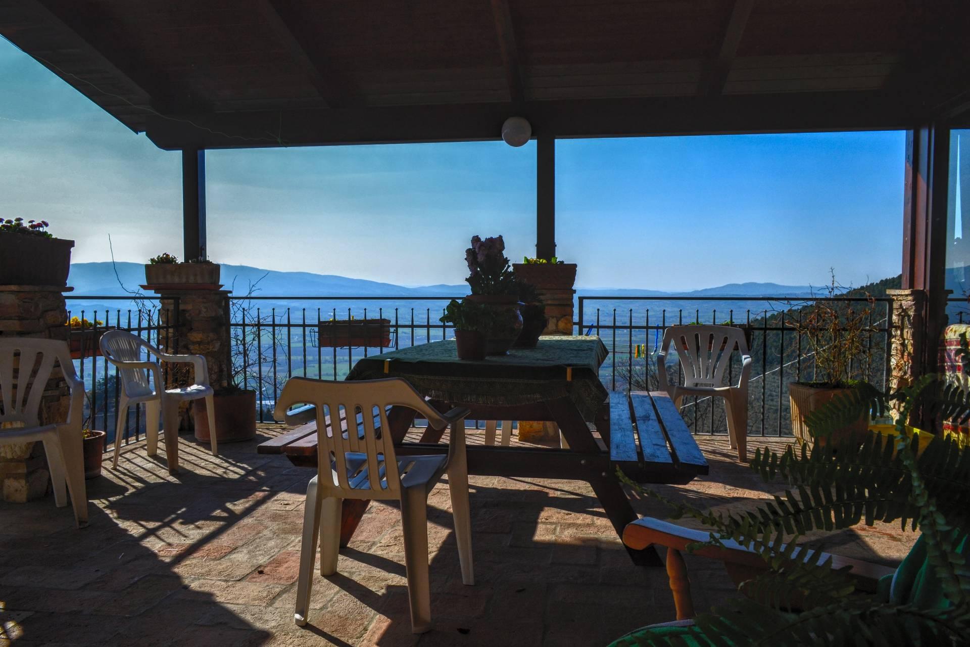 Rustico / Casale in vendita a Campello sul Clitunno, 9 locali, prezzo € 350.000 | CambioCasa.it