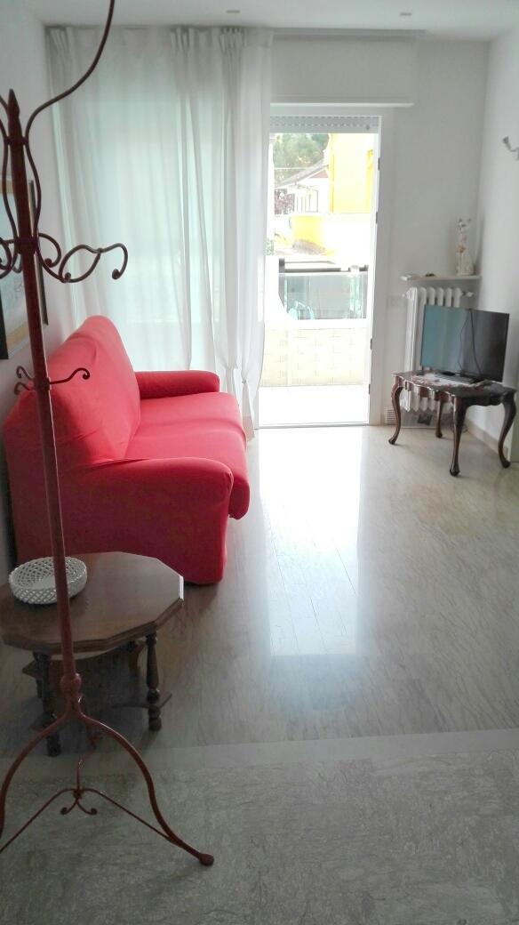 Appartamento in affitto a Riccione, 4 locali, zona Località: PORTO, Trattative riservate | CambioCasa.it
