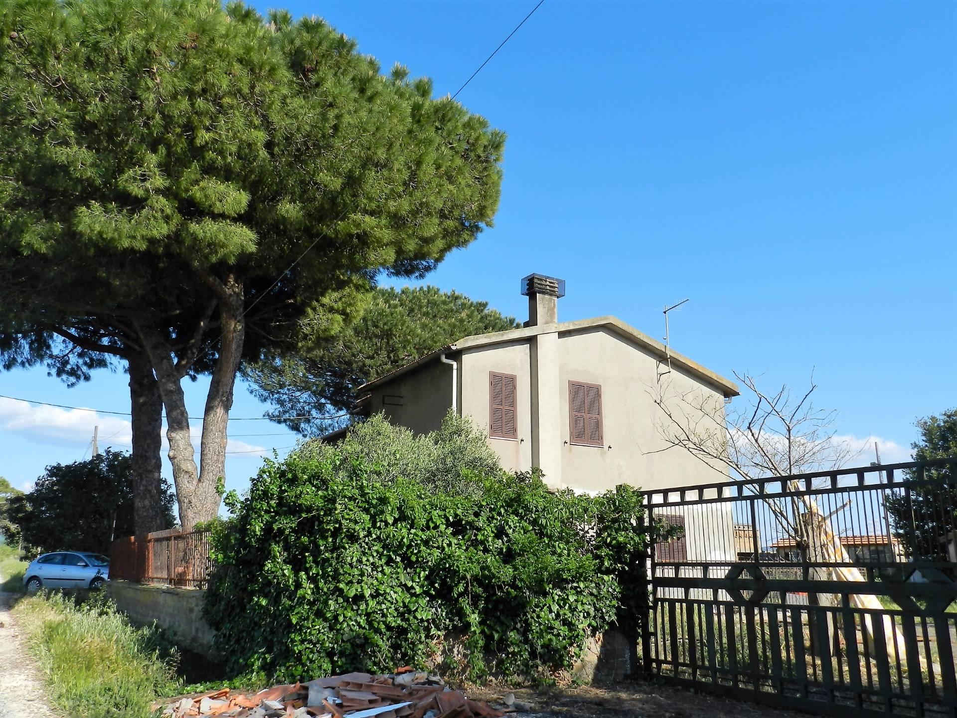 Rustico / Casale in vendita a Tarquinia, 5 locali, zona Località: Campagna-Farnesiana, prezzo € 165.000 | CambioCasa.it