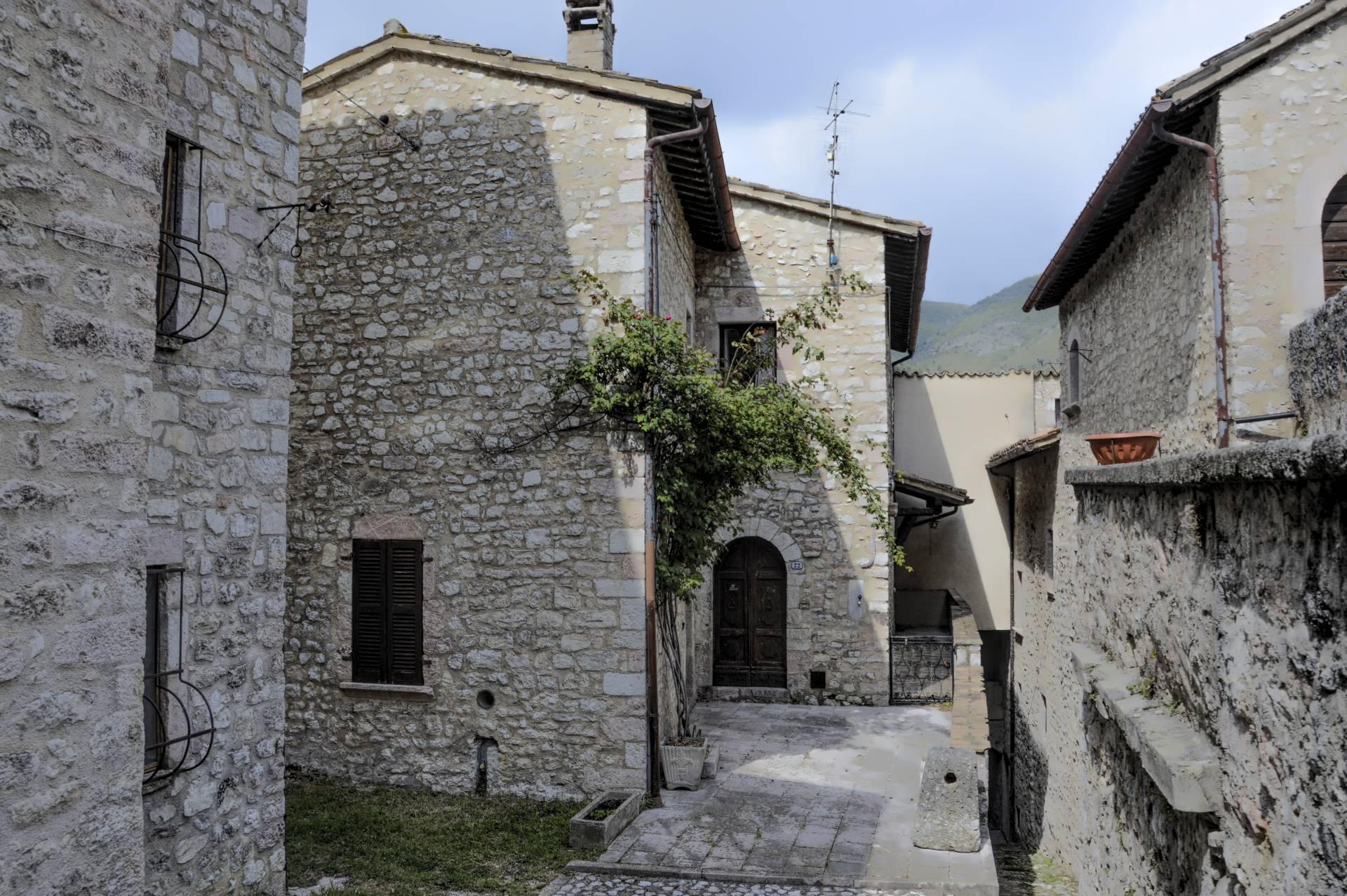Rustico / Casale in vendita a Vallo di Nera, 5 locali, prezzo € 90.000   CambioCasa.it