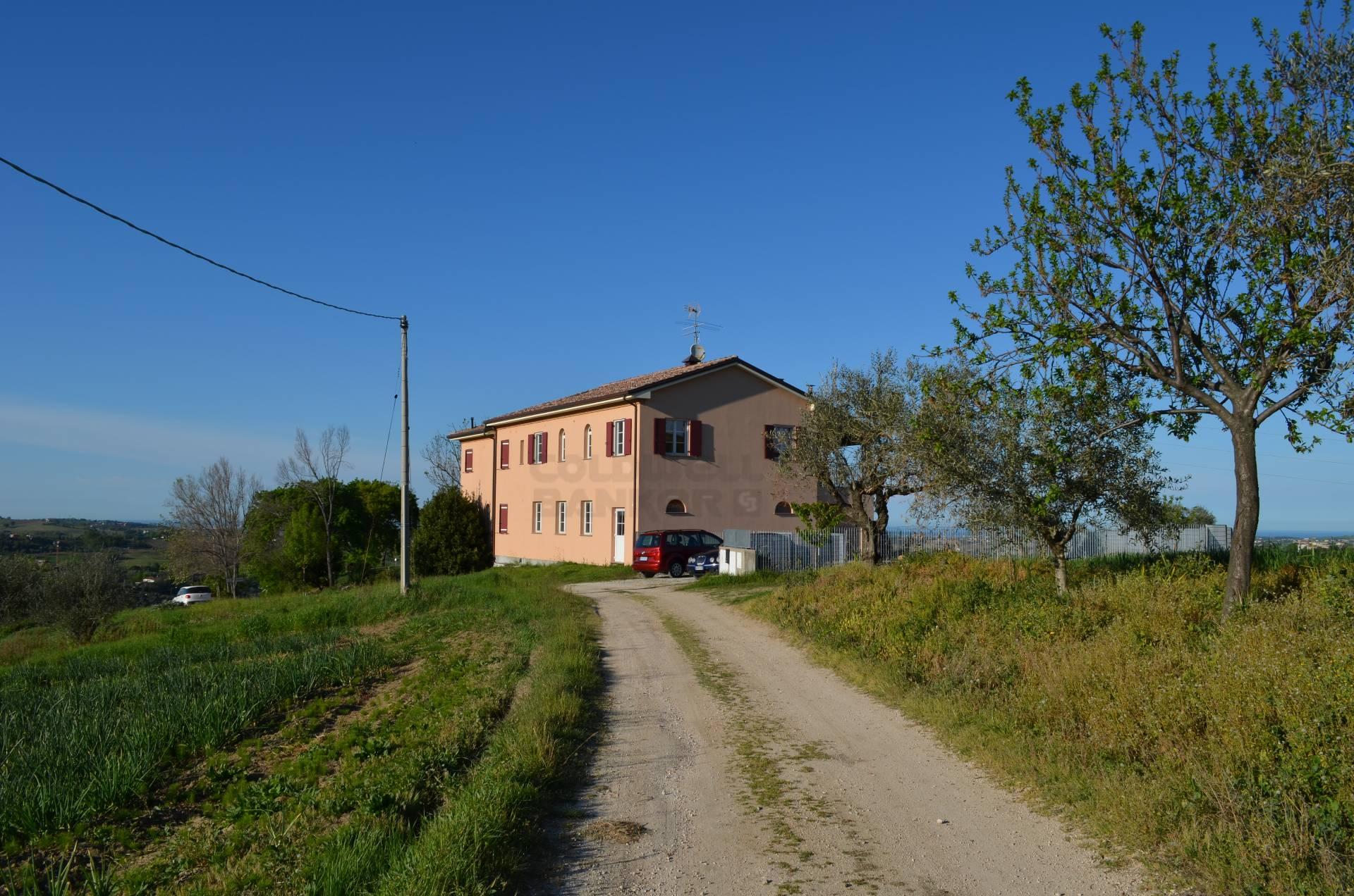 Villa in Vendita a Monte Colombo: 5 locali, 270 mq