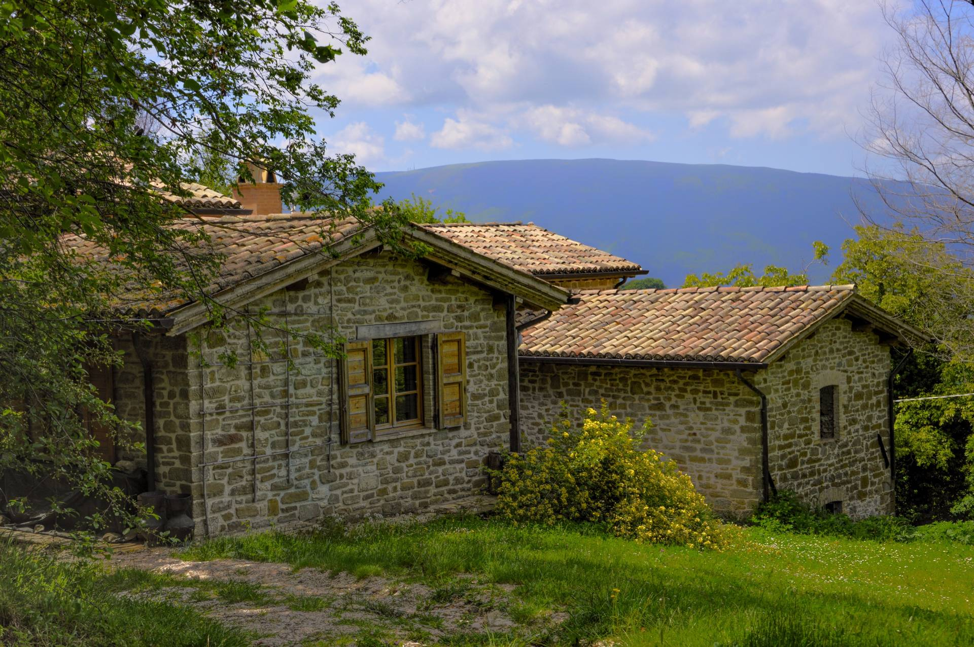 Rustico / Casale in vendita a Assisi, 8 locali, zona Località: Paradiso, prezzo € 310.000 | CambioCasa.it