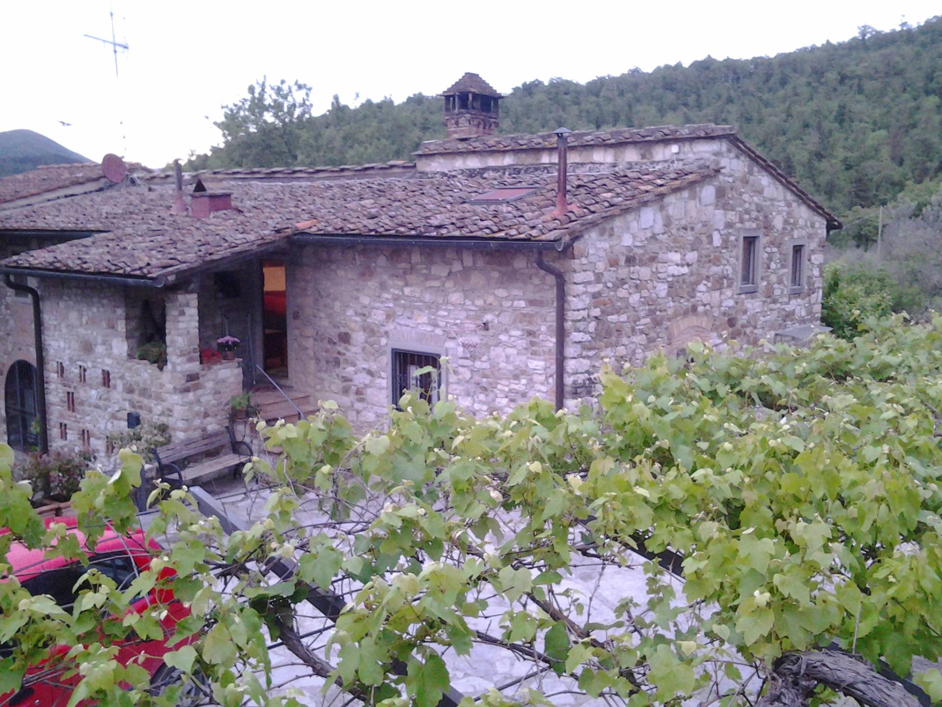 Rustico / Casale in vendita a Calenzano, 12 locali, prezzo € 650.000 | CambioCasa.it