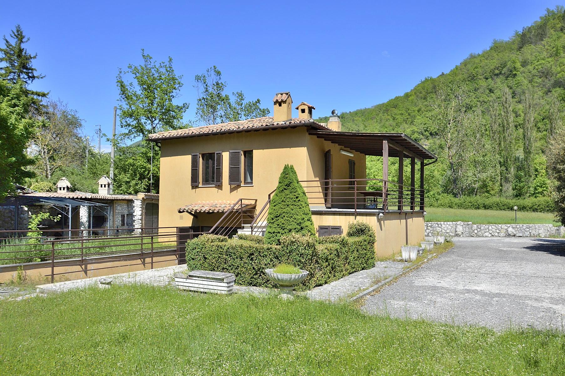 Villa in Vendita a Cerreto di Spoleto