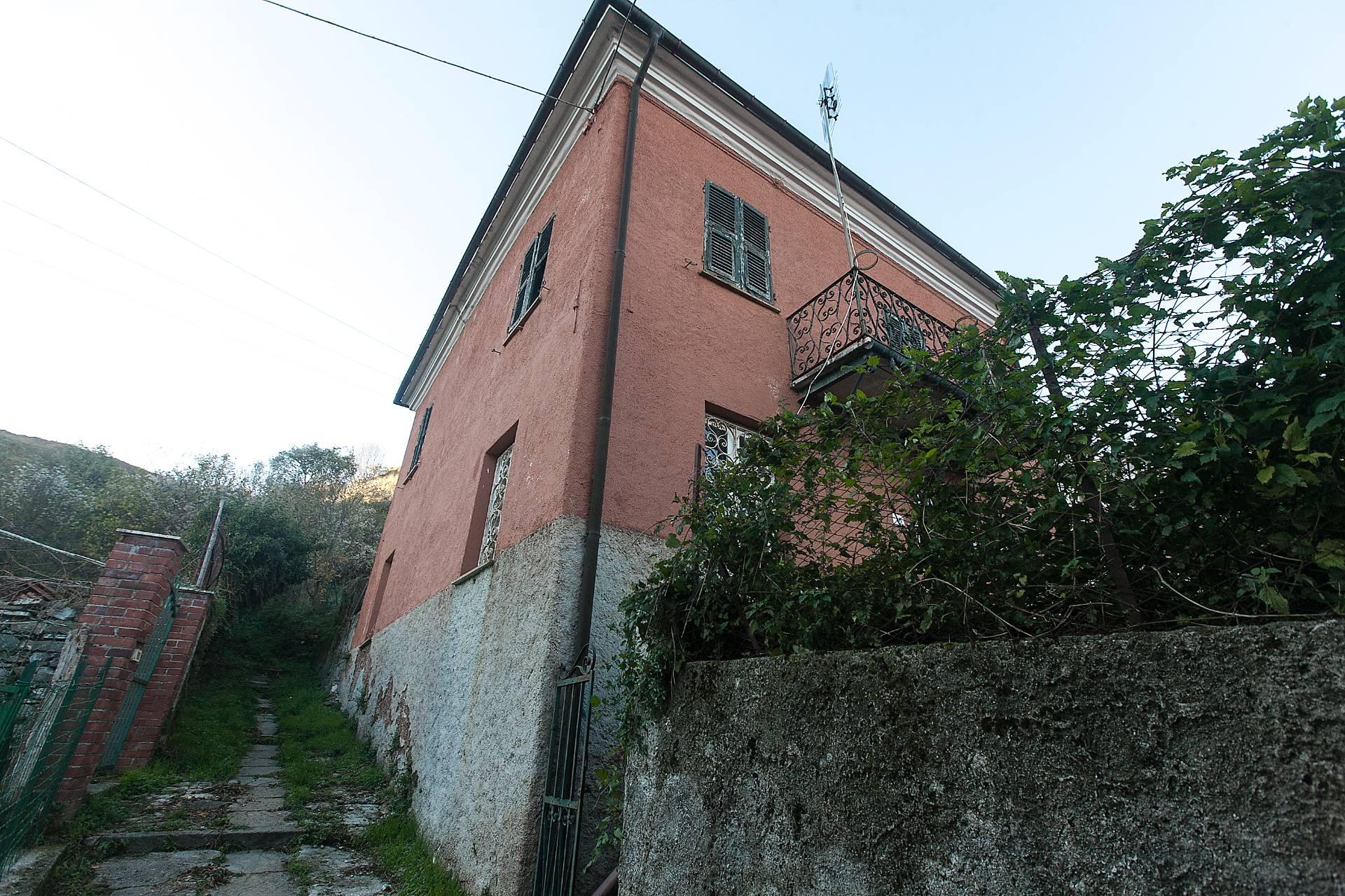 Soluzione Indipendente in vendita a Varese Ligure, 5 locali, zona Zona: Comuneglia, prezzo € 105.000 | CambioCasa.it