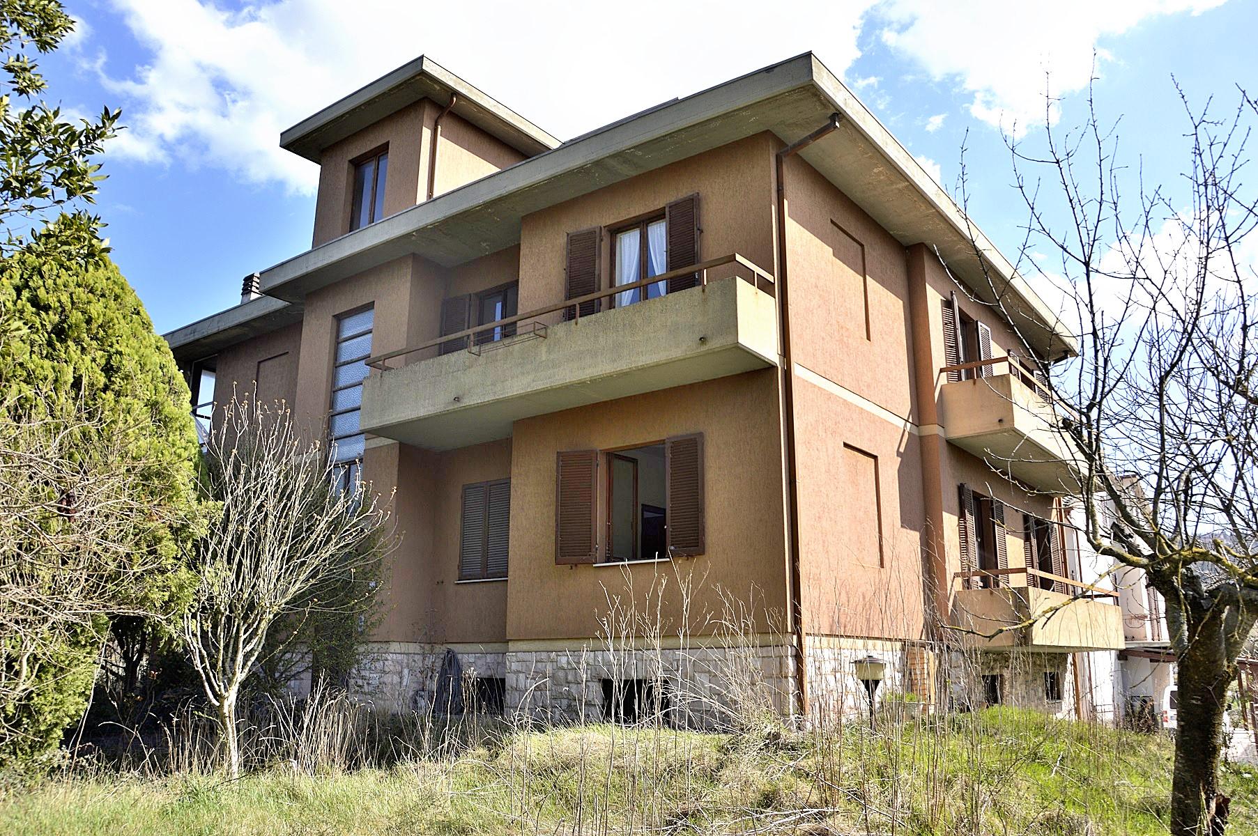 Villa in vendita a Spoleto, 15 locali, prezzo € 295.000 | CambioCasa.it
