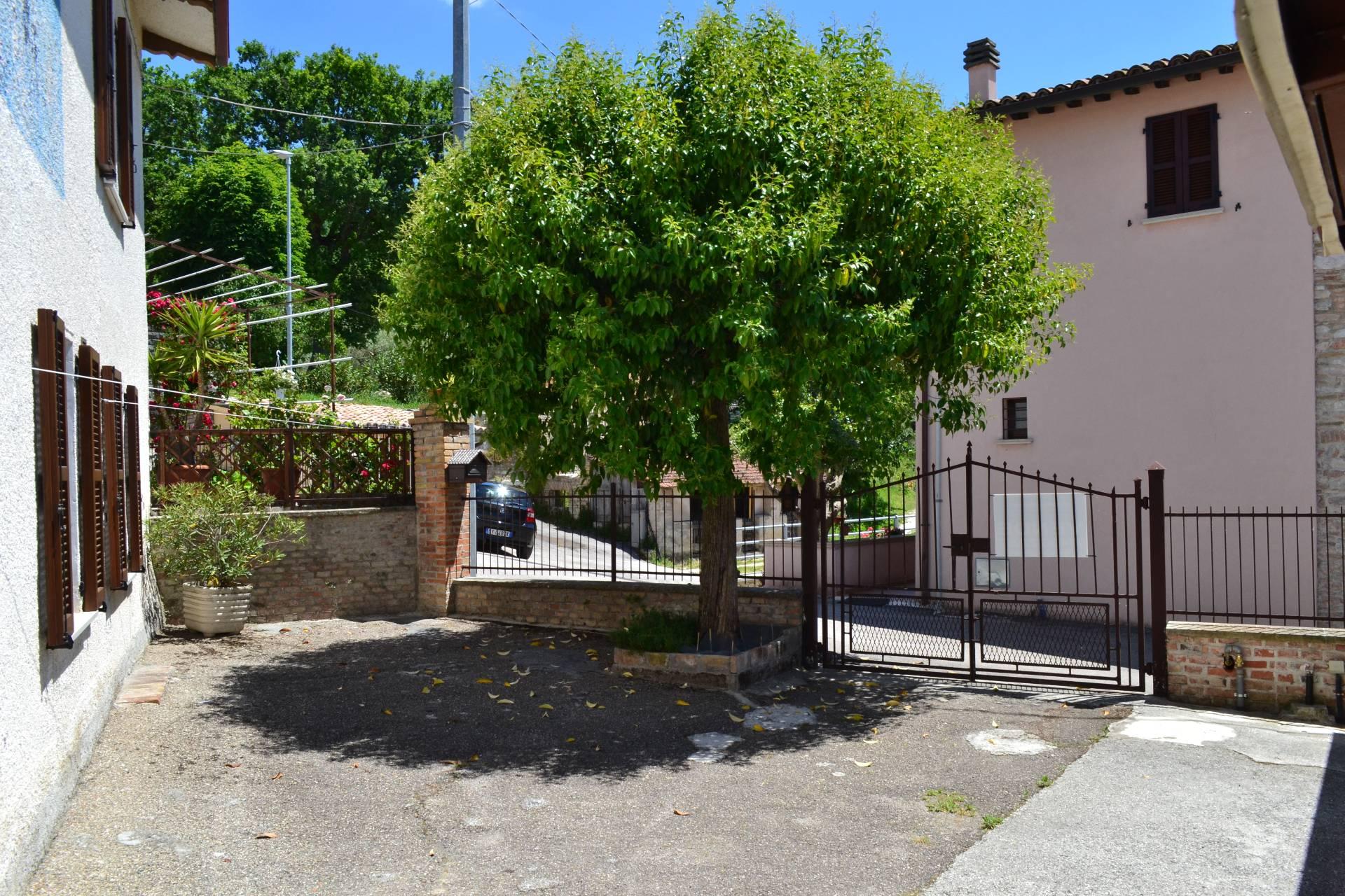 Soluzione Indipendente in vendita a Nocera Umbra, 10 locali, prezzo € 149.000 | CambioCasa.it