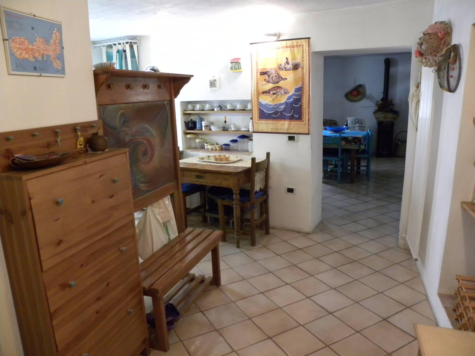 Appartamento in vendita a Capoliveri, 4 locali, prezzo € 250.000   CambioCasa.it