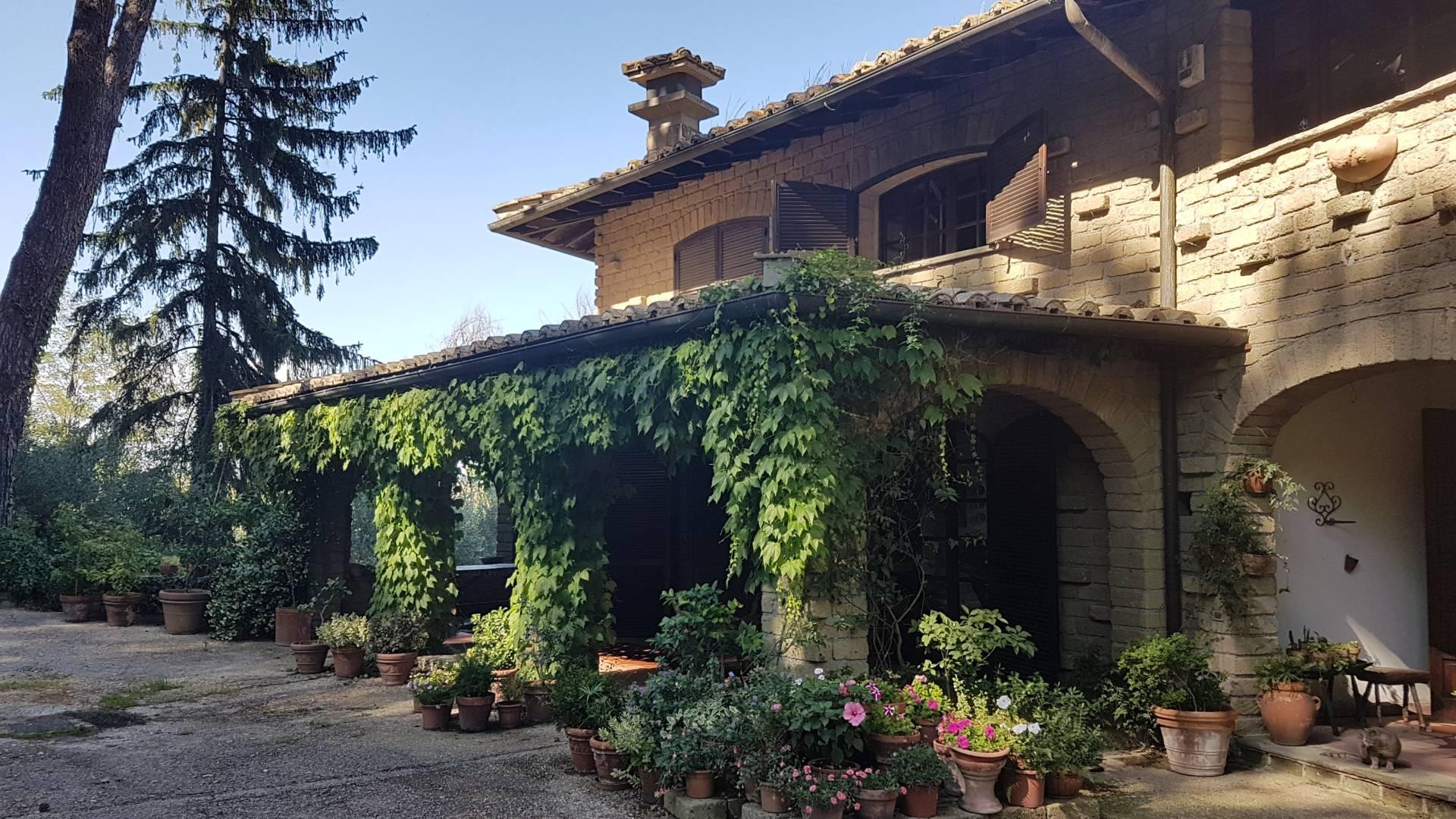 Villa in vendita a Formello, 14 locali, zona Località: monteMadonna, prezzo € 700.000 | CambioCasa.it