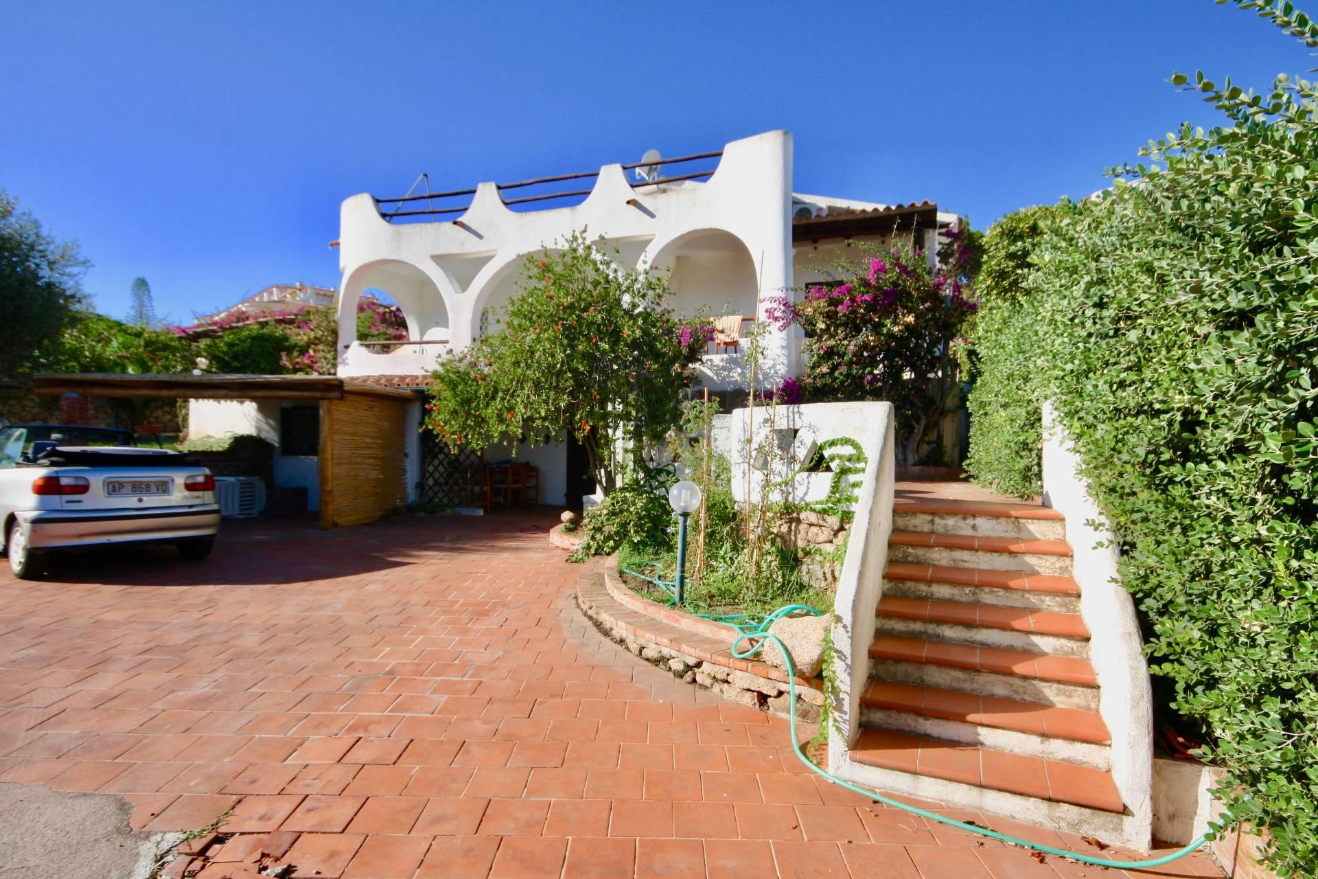 Villa in vendita a Arzachena - Porto Cervo, 10 locali, zona Località: BajaSardinia, prezzo € 1.300.000 | CambioCasa.it