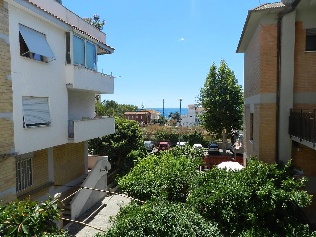 Appartamento in affitto a Santa Marinella, 2 locali, zona Località: Centro, prezzo € 530 | CambioCasa.it