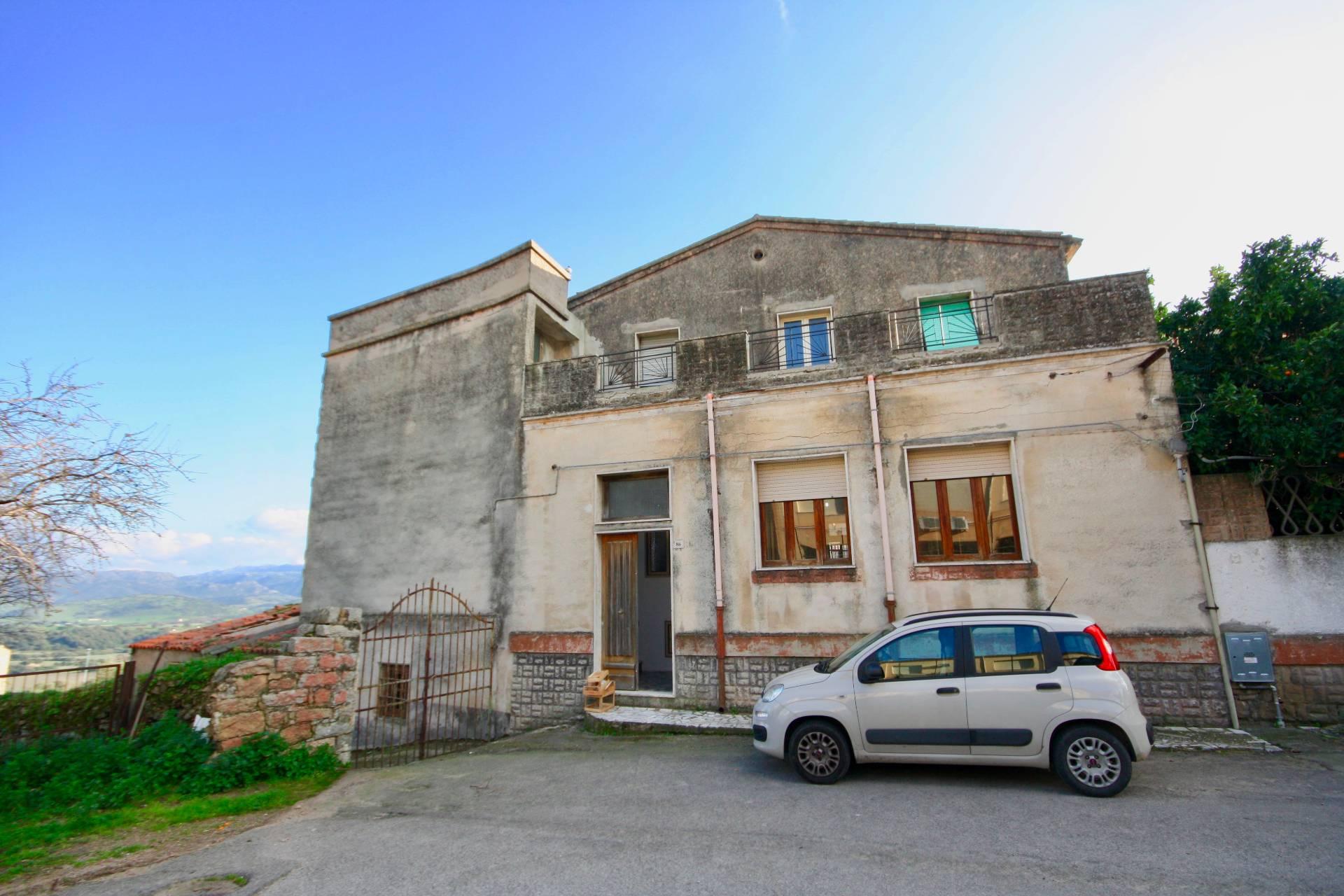 Soluzione Indipendente in vendita a Berchidda, 7 locali, prezzo € 180.000 | CambioCasa.it