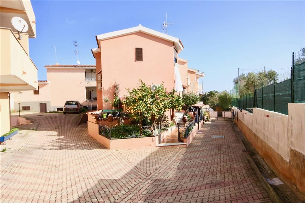 Appartamento in vendita a Golfo Aranci, 4 locali, zona Località: PAESE, prezzo € 120.000 | CambioCasa.it