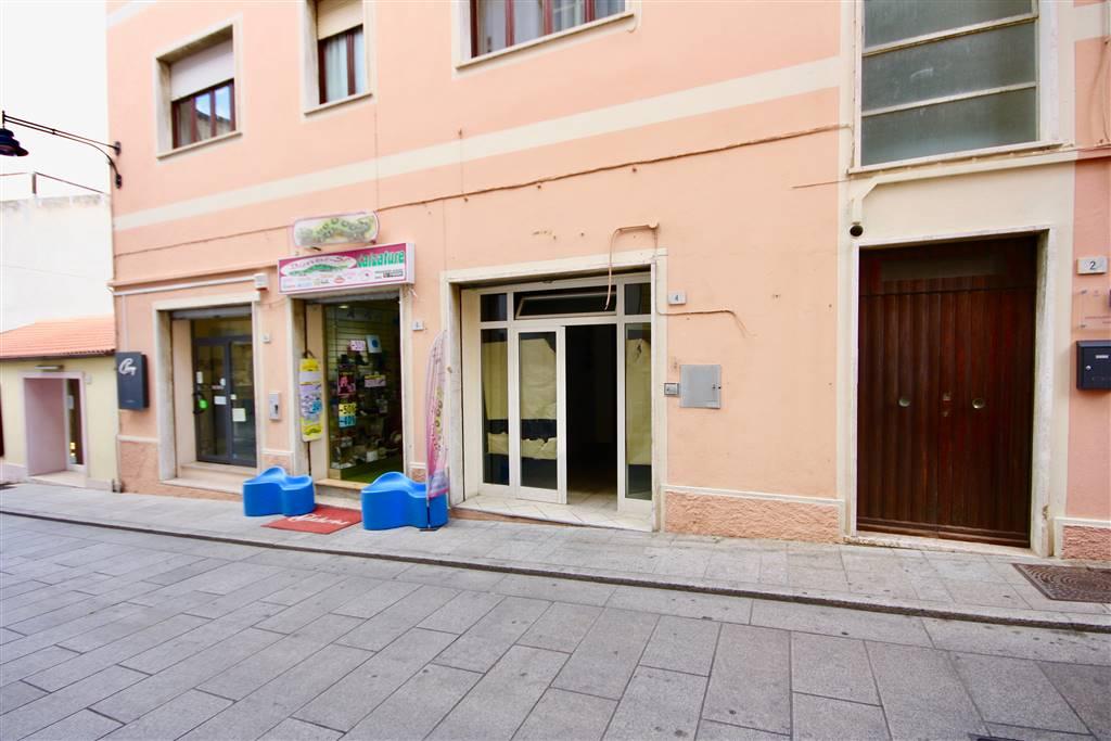 Negozio / Locale in affitto a Olbia - Porto Rotondo, 9999 locali, zona Località: Olbiacittà, prezzo € 1.000 | CambioCasa.it