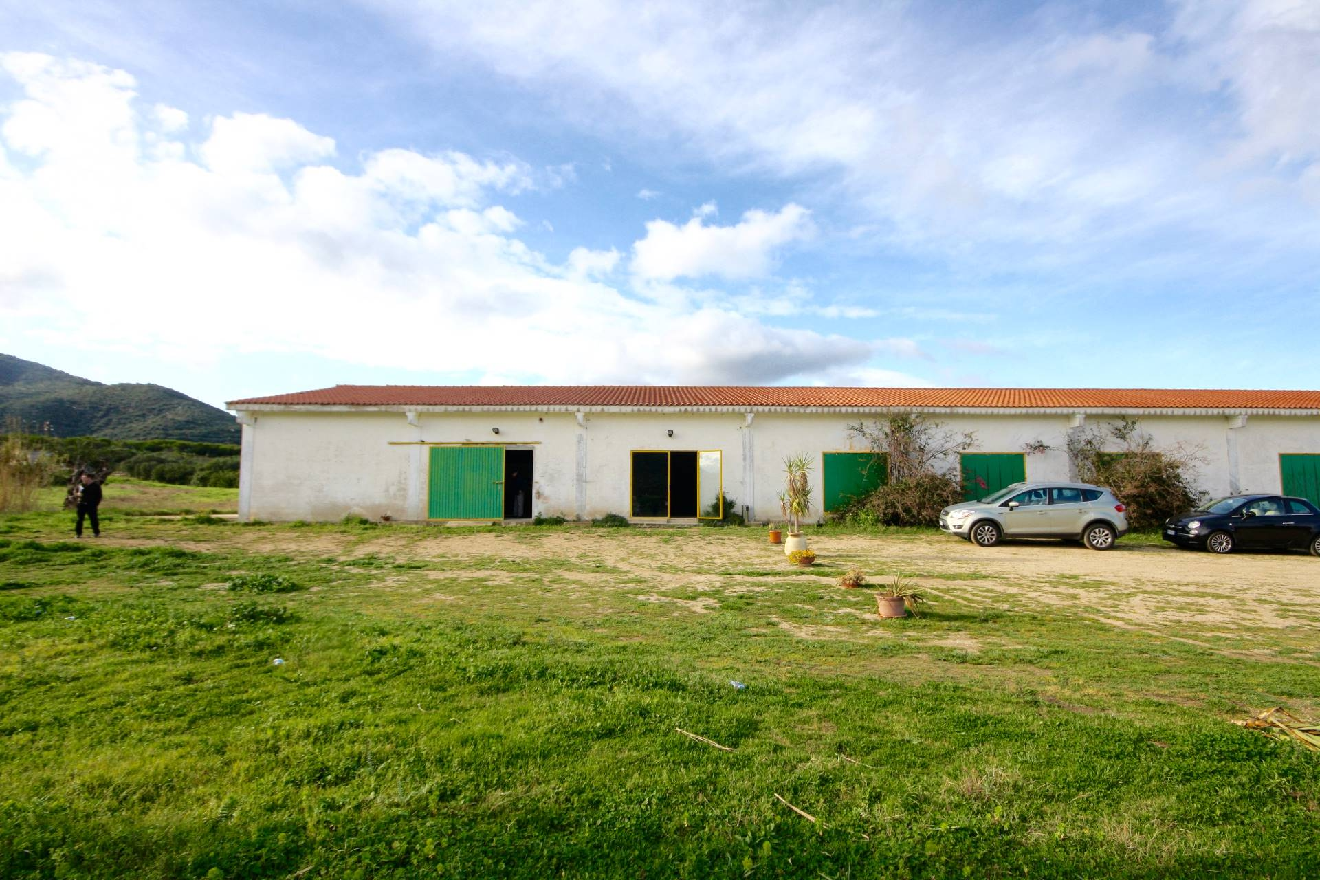 Capannone in affitto a Olbia - Porto Rotondo, 3 locali, prezzo € 4.000 | CambioCasa.it