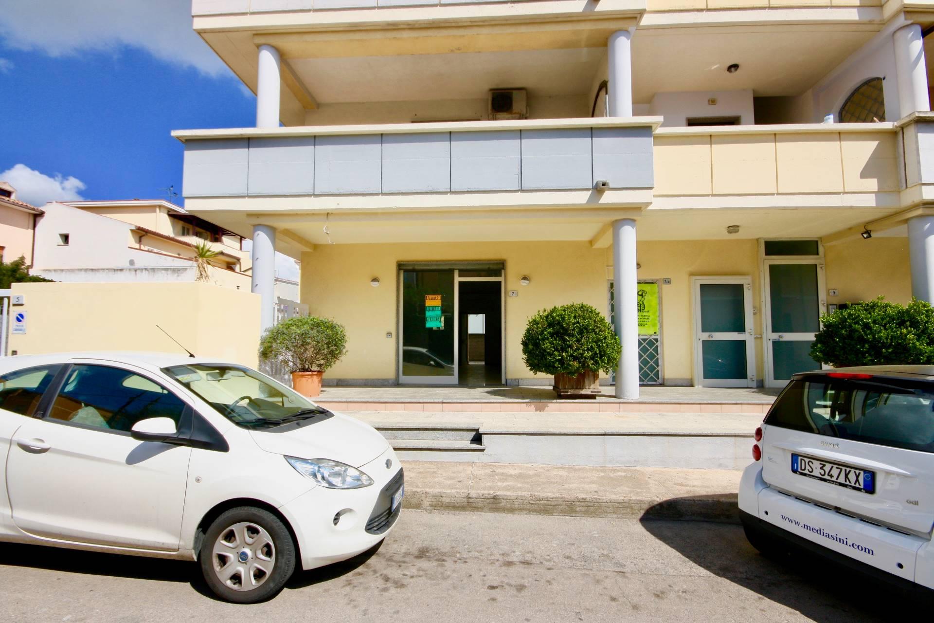Negozio / Locale in affitto a Olbia - Porto Rotondo, 9999 locali, zona Località: Olbiacittà, prezzo € 800 | CambioCasa.it