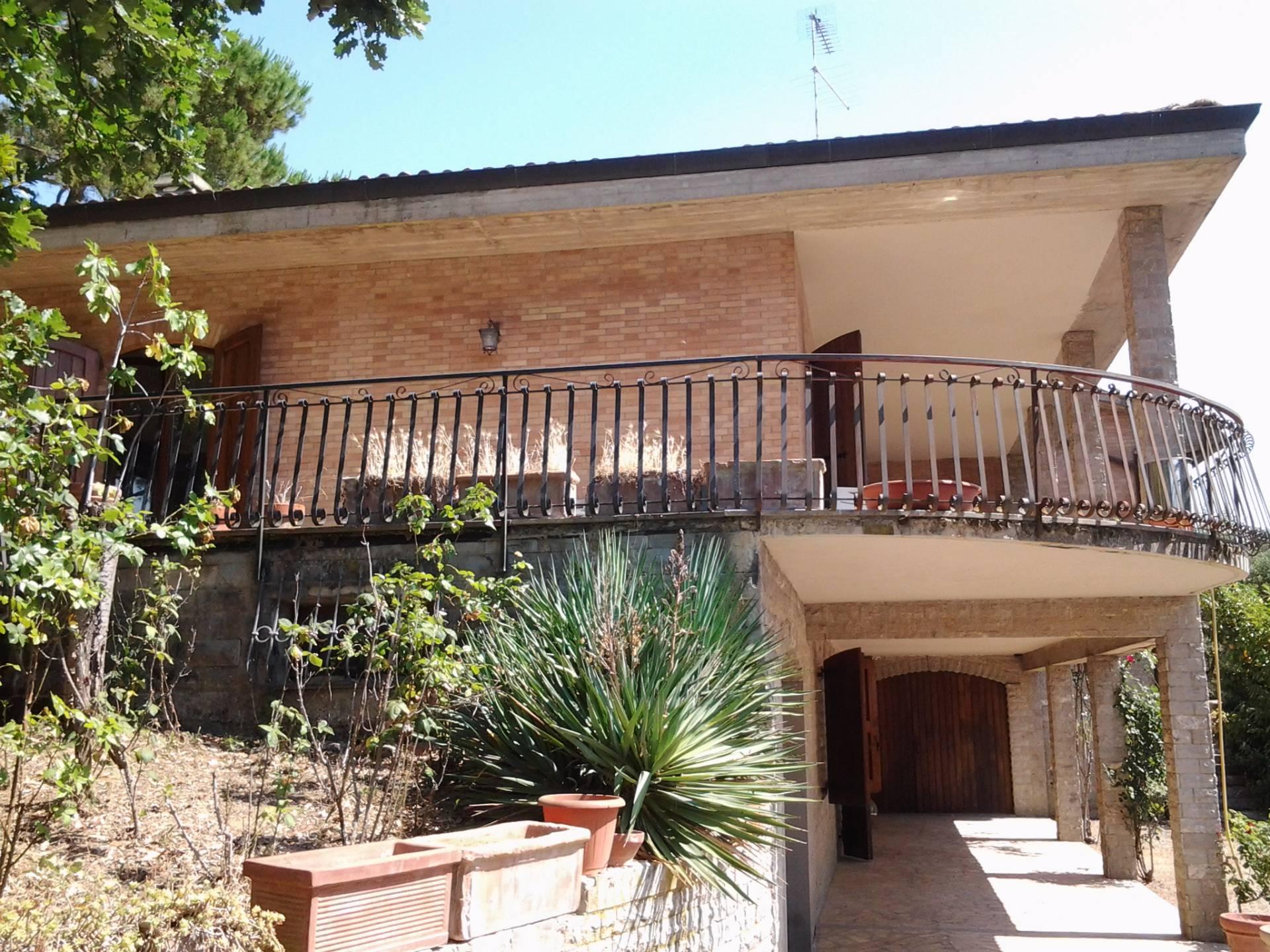 Villa in vendita a Siena, 20 locali, zona Zona: Semicentrale, prezzo € 950.000 | CambioCasa.it