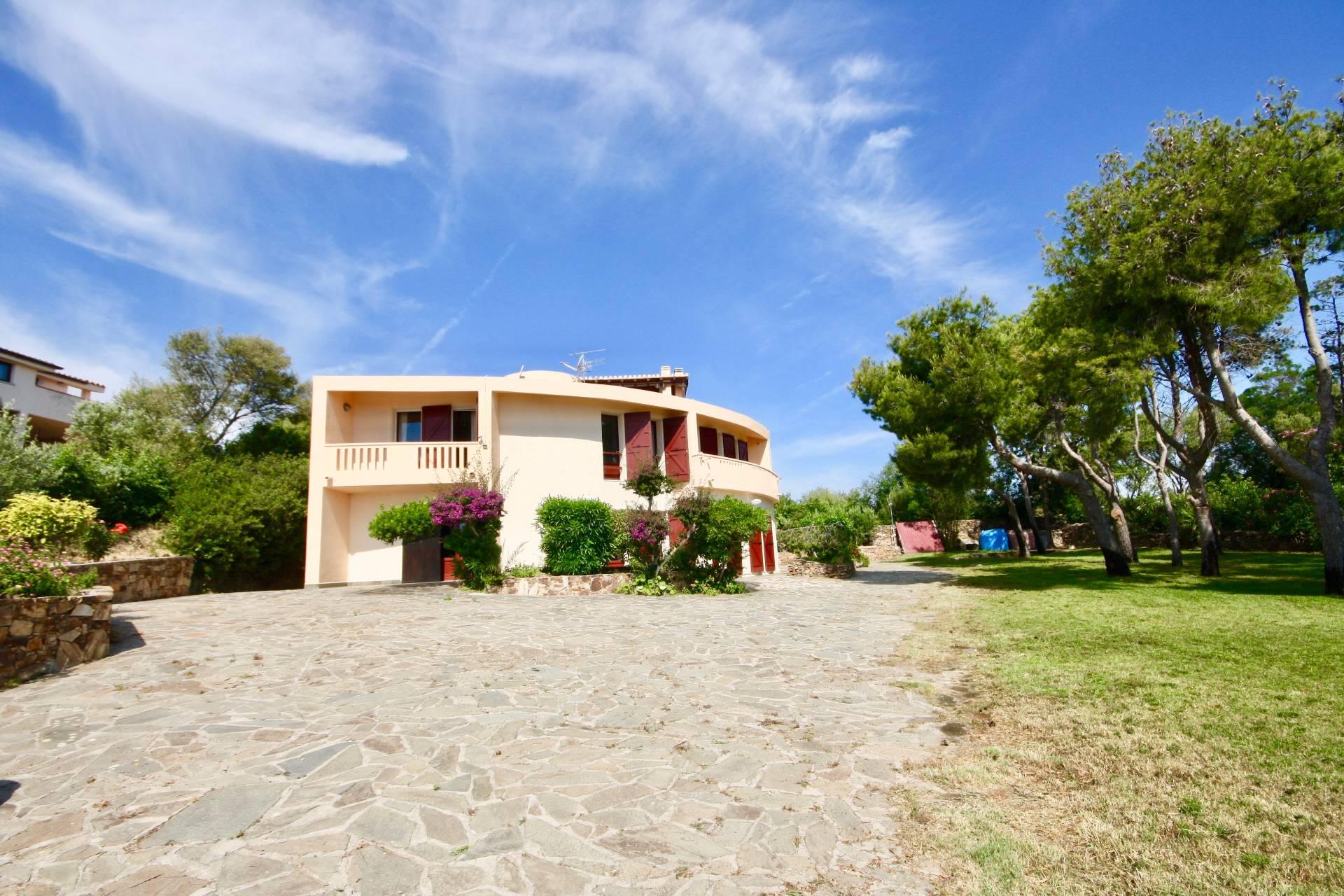 Villa in vendita a San Teodoro, 10 locali, prezzo € 1.150.000 | CambioCasa.it