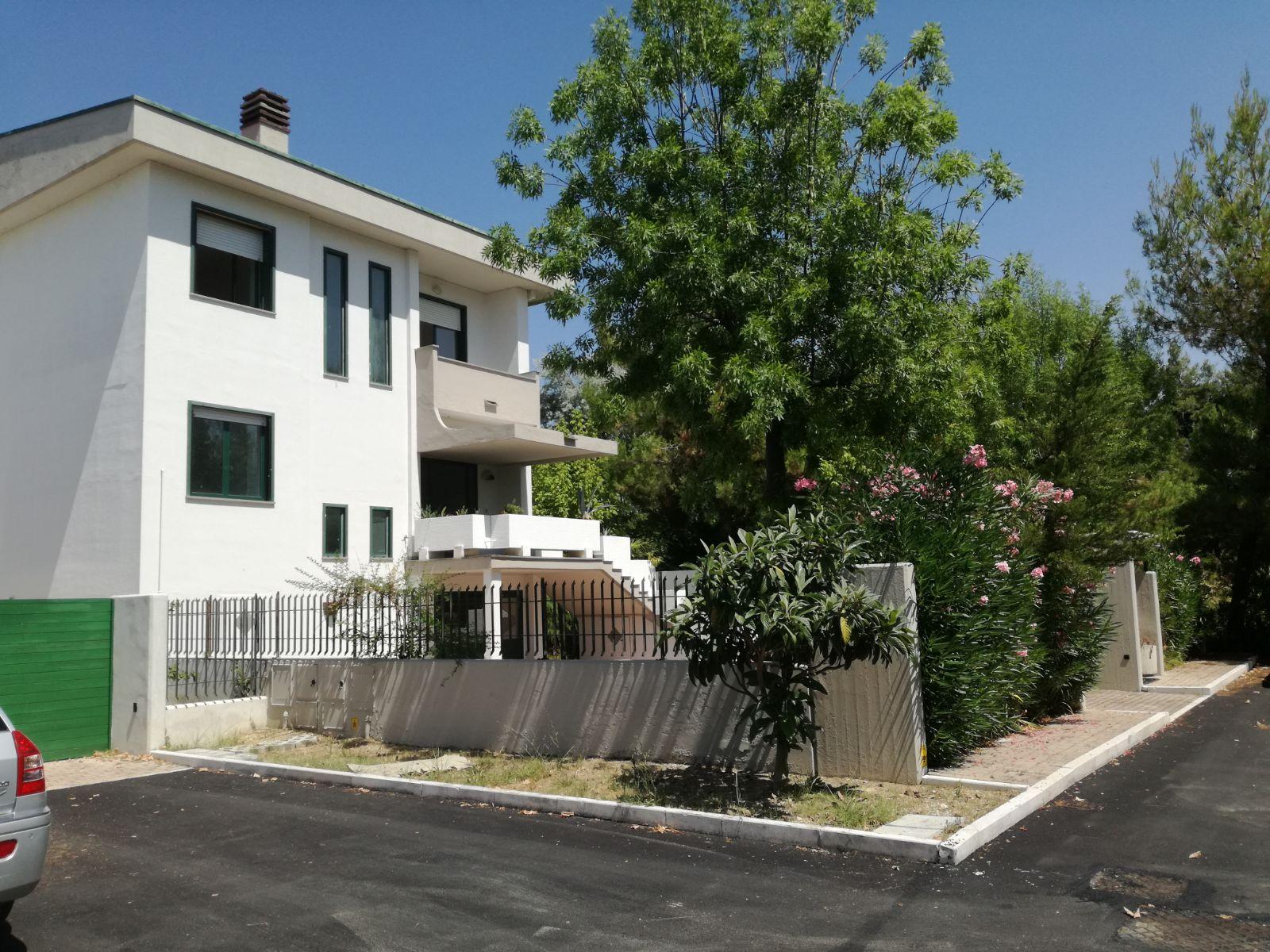 Villa in vendita a San Giovanni Teatino, 12 locali, prezzo € 325.000 | CambioCasa.it