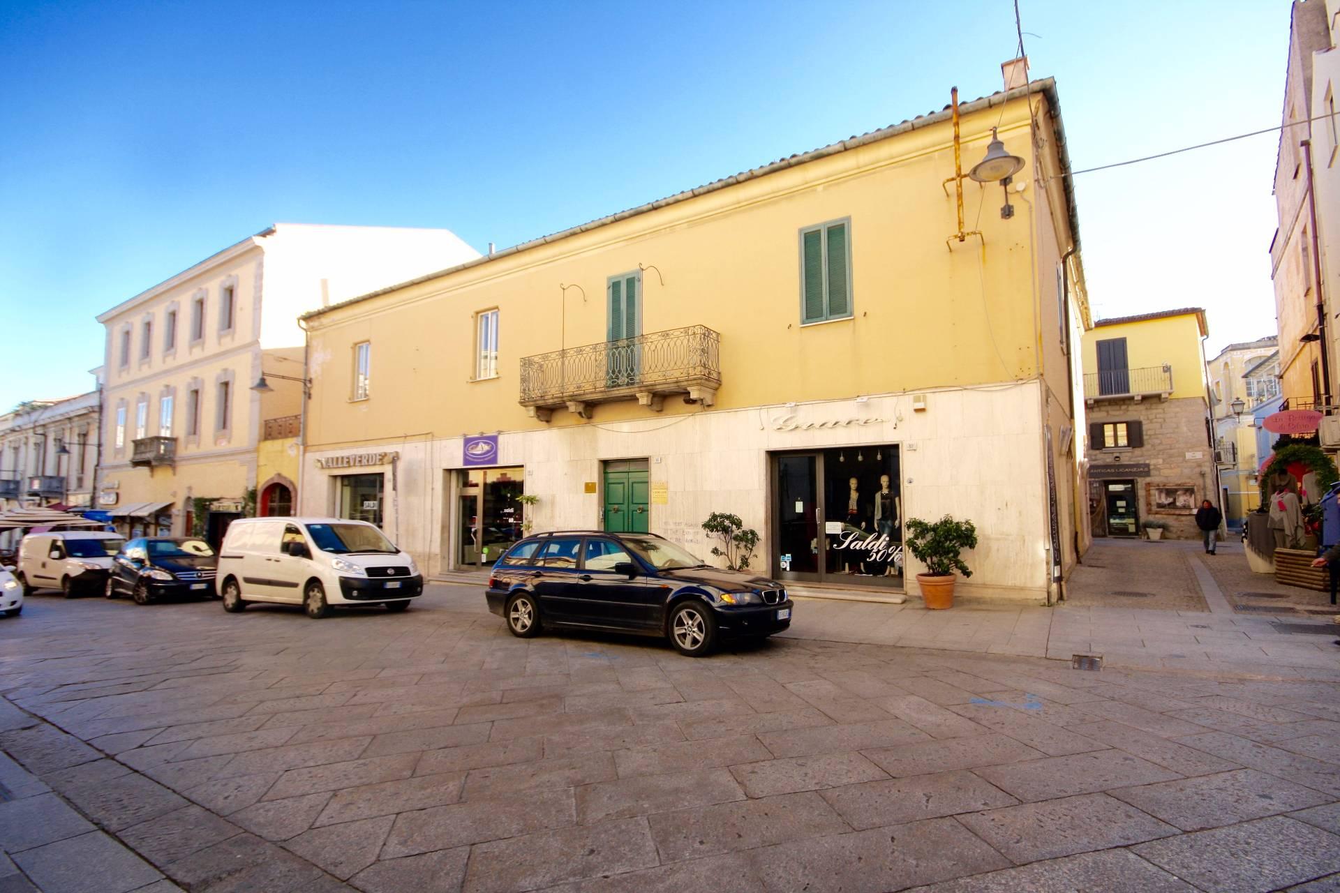 Negozio / Locale in affitto a Olbia - Porto Rotondo, 9999 locali, zona Località: Olbiacittà, prezzo € 2.400 | CambioCasa.it