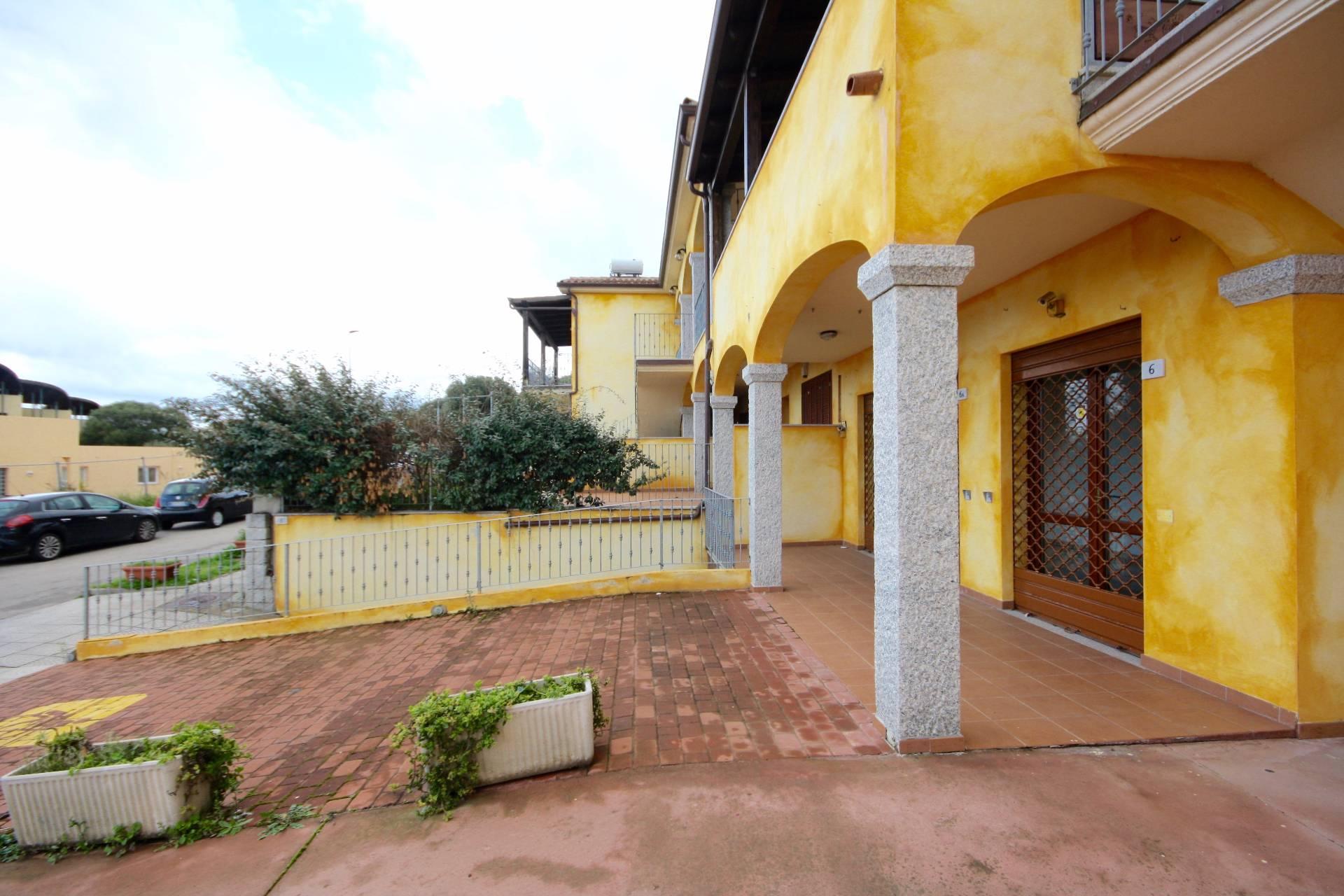 Negozio / Locale in affitto a Olbia - Porto Rotondo, 9999 locali, zona Località: Olbiacittà, prezzo € 1.200 | CambioCasa.it