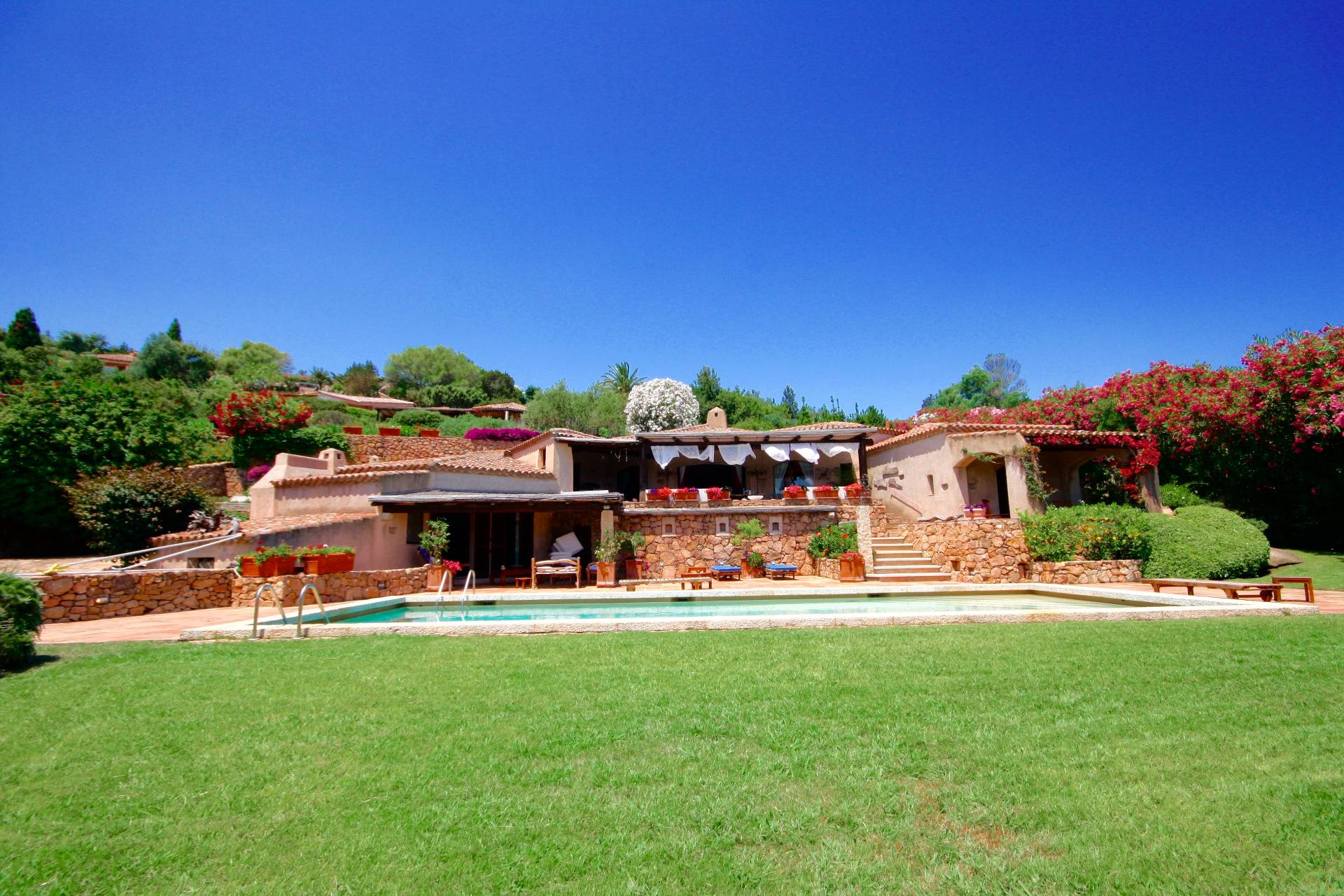 Villa in vendita a Arzachena - Porto Cervo, 12 locali, zona Località: CaladiVolpe, prezzo € 2.900.000 | CambioCasa.it