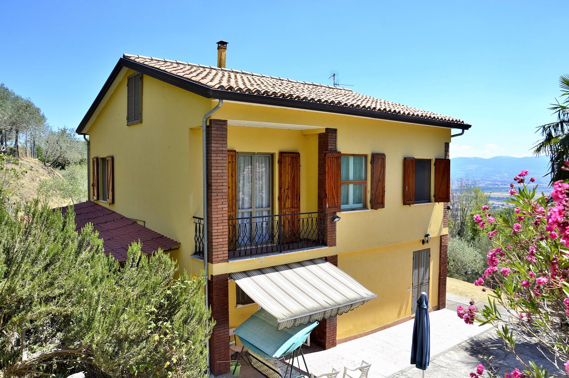 Villa in vendita a Cannara, 6 locali, zona Zona: Collemancio, prezzo € 195.000 | CambioCasa.it