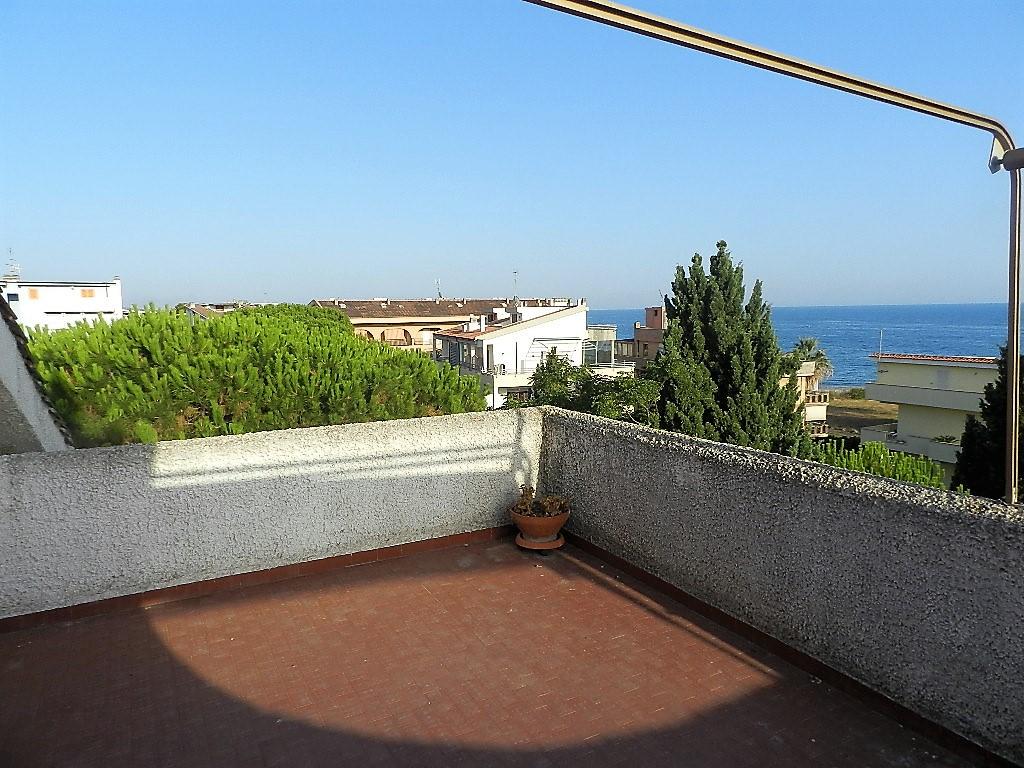 Attico / Mansarda in vendita a Santa Marinella, 1 locali, prezzo € 59.000   CambioCasa.it
