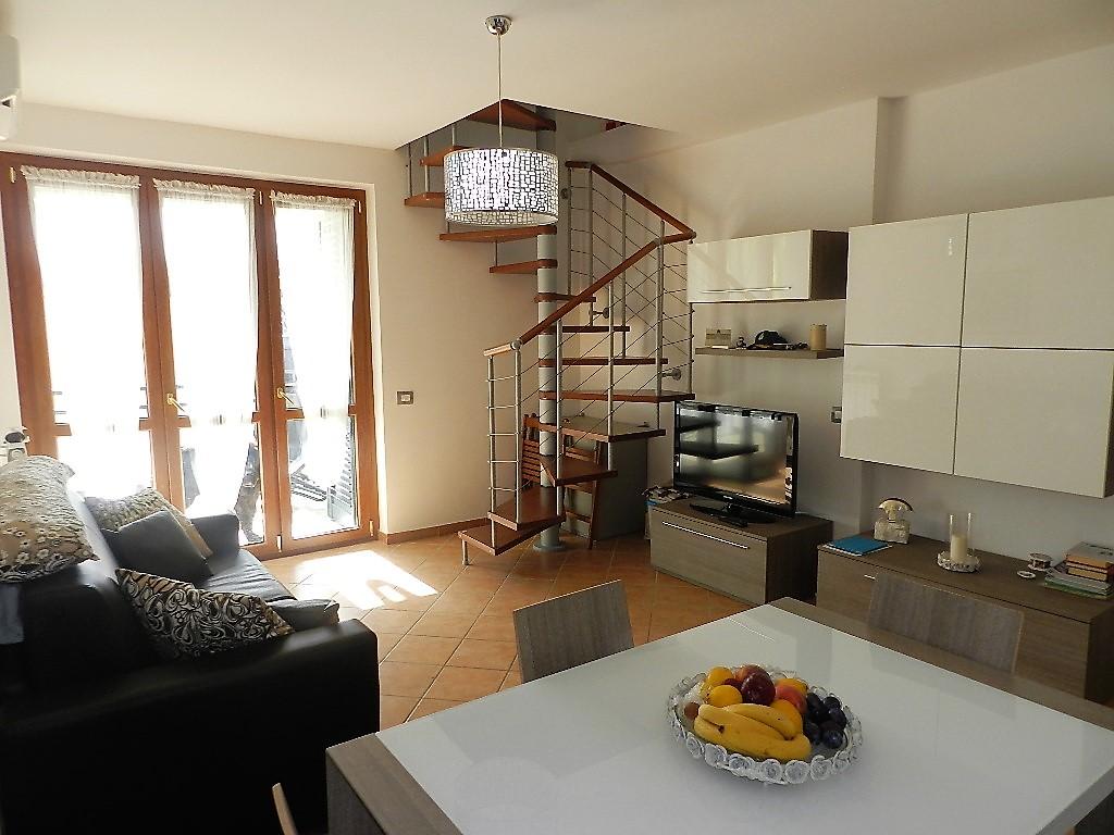 Attico / Mansarda in vendita a Santa Marinella, 4 locali, zona Località: ZonaFiori, prezzo € 129.000 | CambioCasa.it